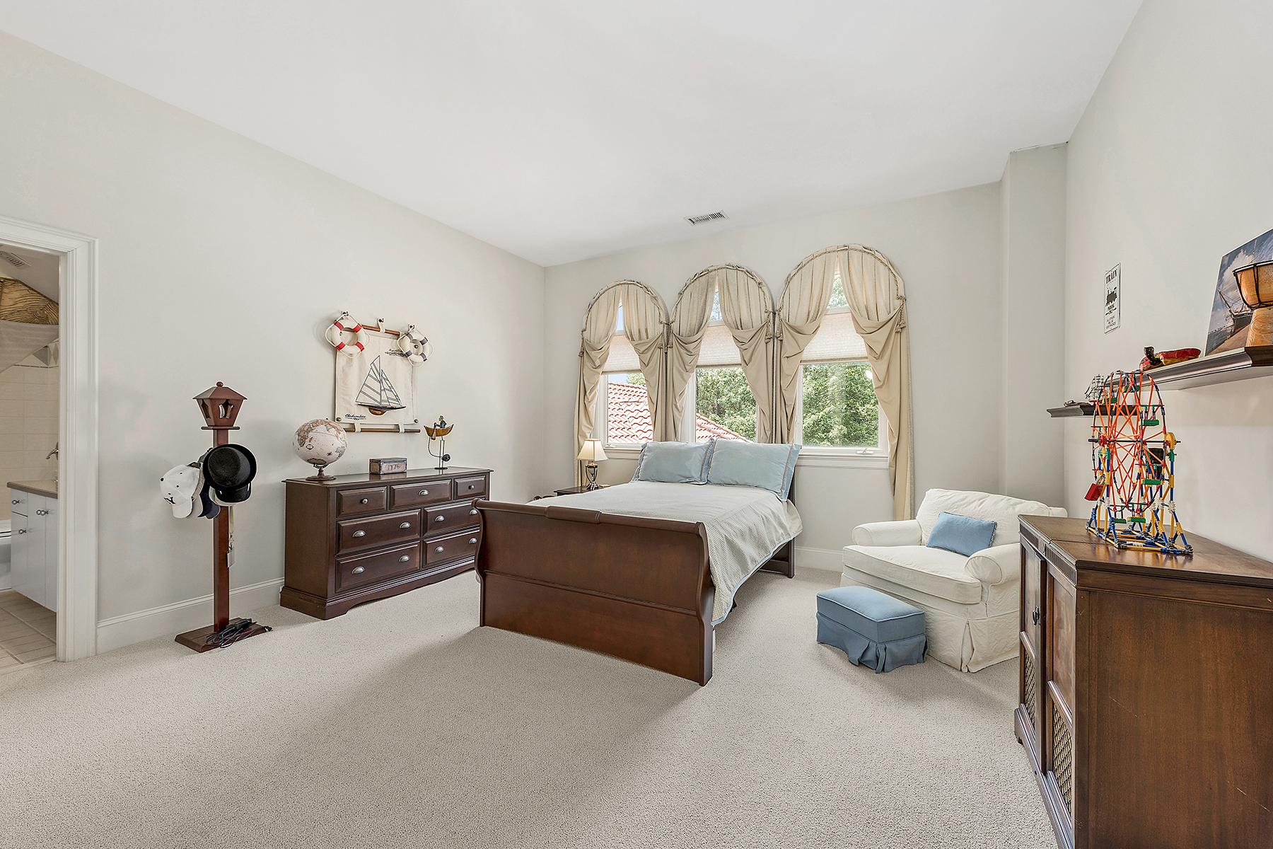 Additional photo for property listing at PIPER GLEN 7225  Governors,  Charlotte, North Carolina 28277 United States
