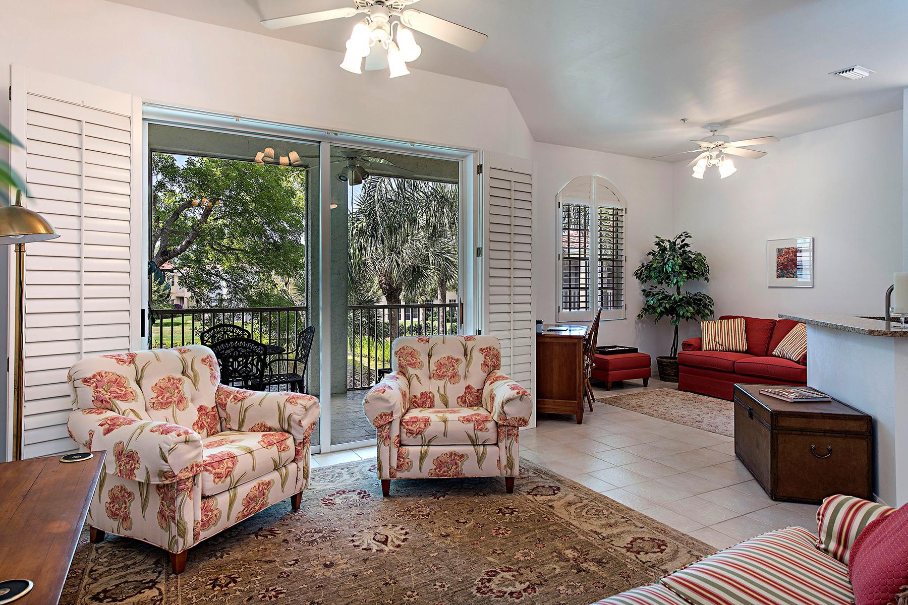 Condominio por un Venta en PELICAN BAY - L'AMBIANCE 900 Lambiance Cir 9-203 Naples, Florida, 34108 Estados Unidos