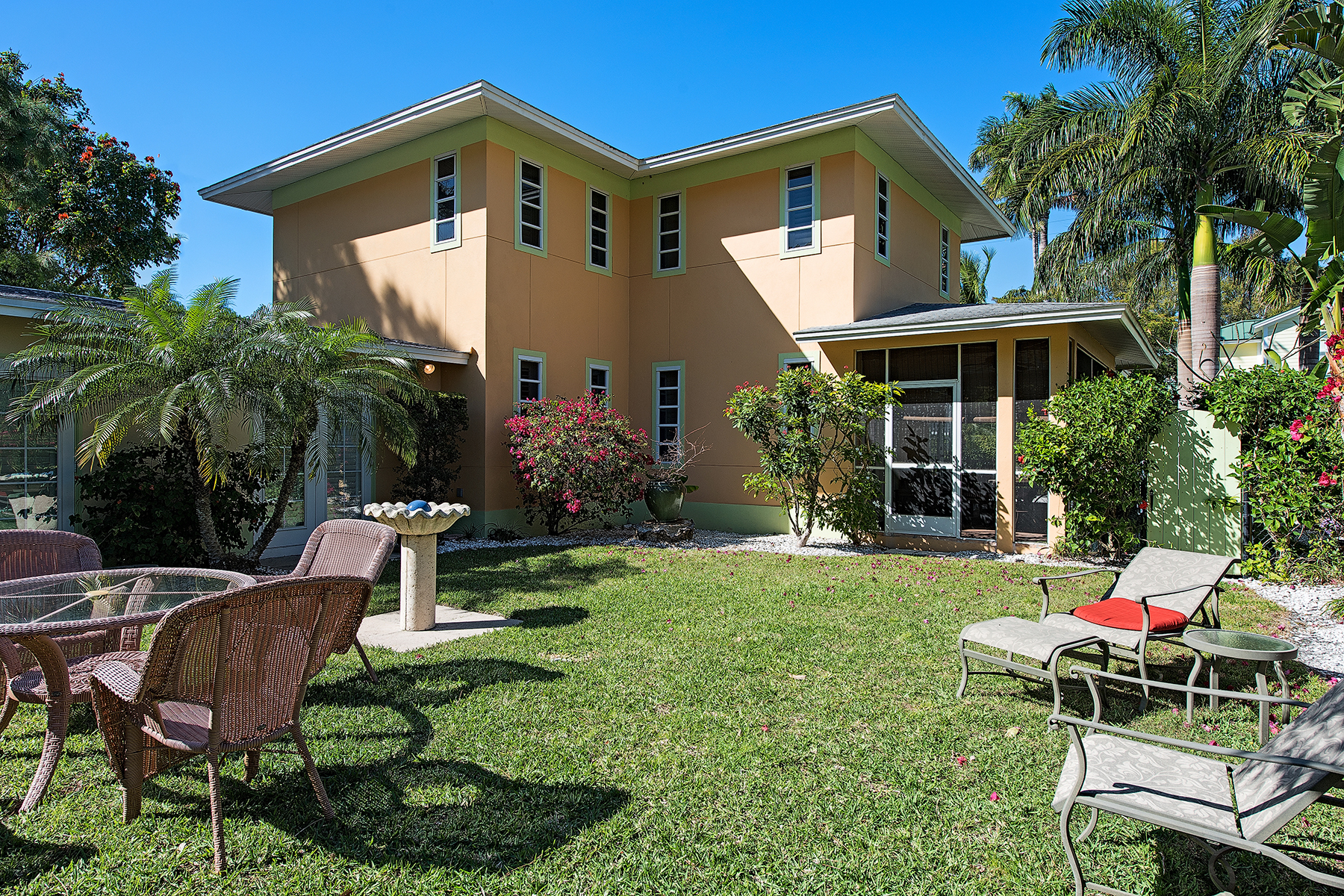 Casa Unifamiliar por un Venta en OLDE NAPLES 345 1st Ave N Naples, Florida, 34102 Estados Unidos