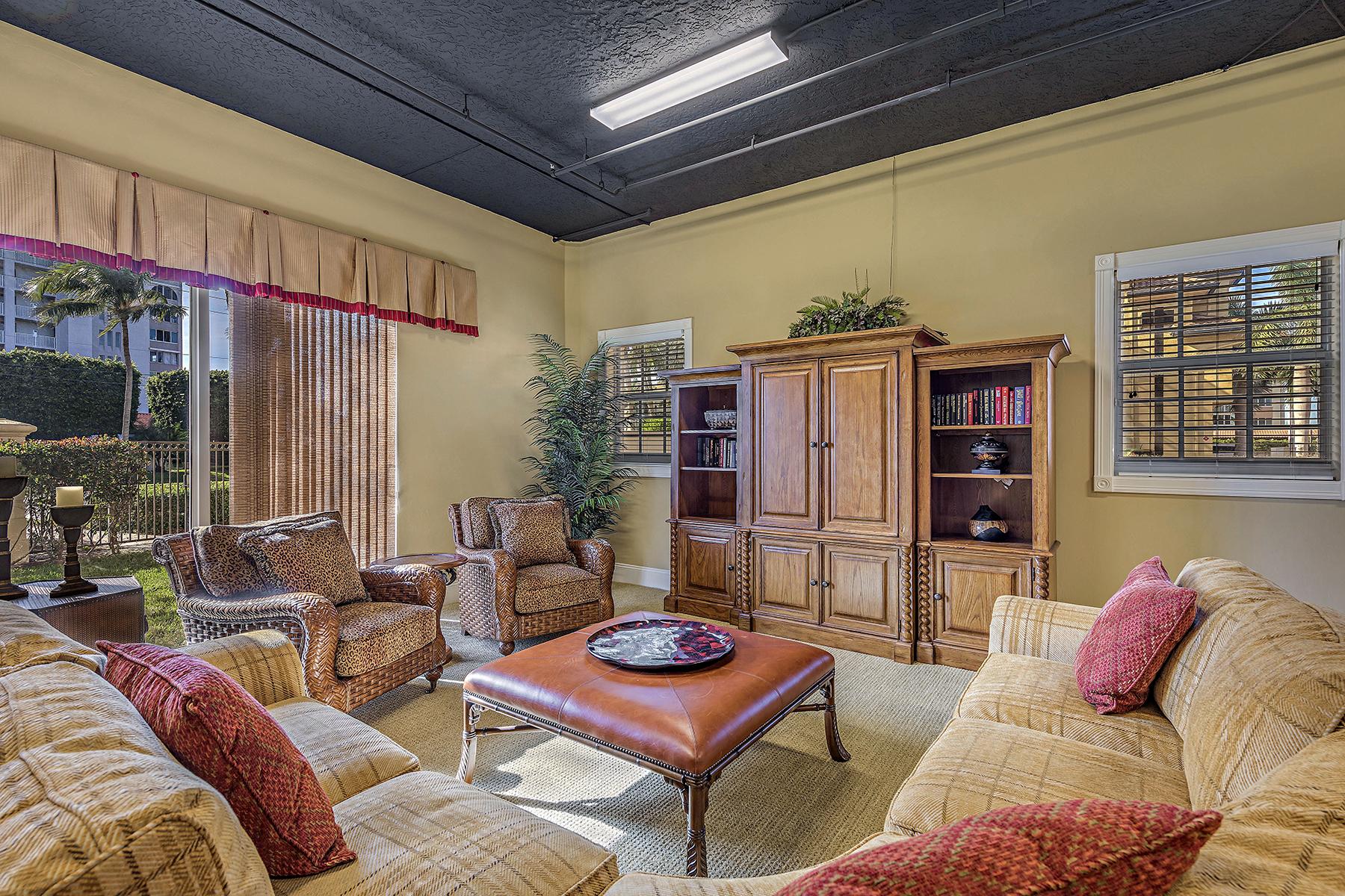 联栋屋 为 销售 在 Bonita Springs 25961 Hickory Blvd 3 博尼塔温泉, 佛罗里达州 34134 美国