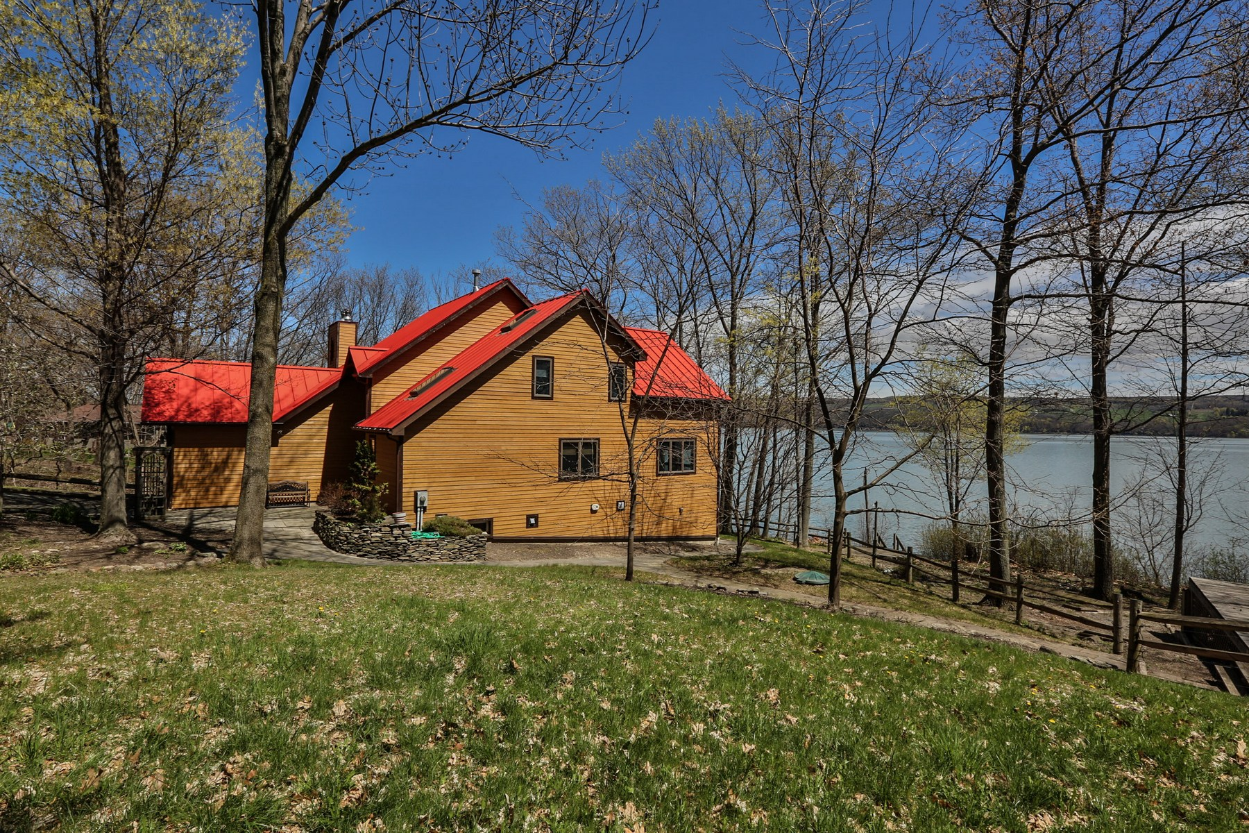 Additional photo for property listing at Spectacular Timber Frame on Seneca  Lake 4572  Lakeview Rd Dundee, Нью-Йорк 14837 Соединенные Штаты