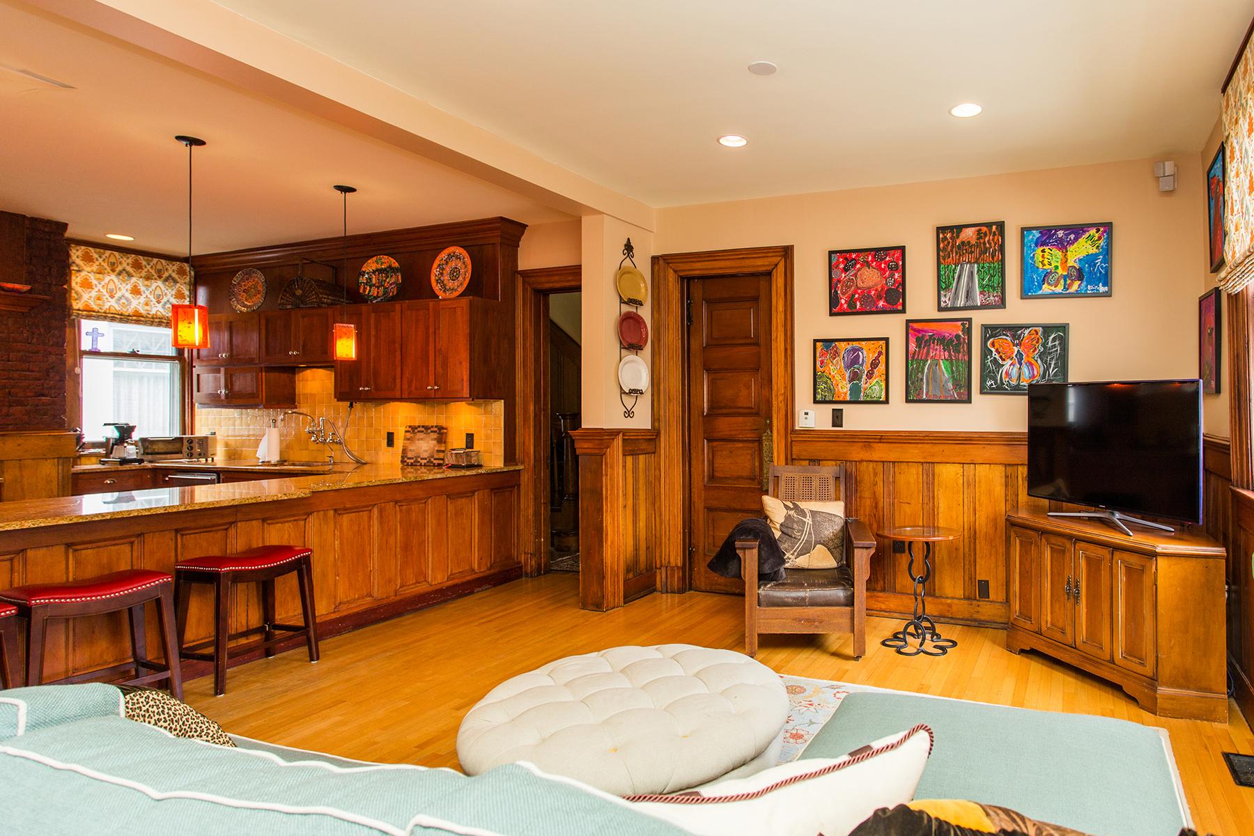 Additional photo for property listing at Downtown Saratoga Victorian Mansion 115  Circular St Saratoga Springs, Nueva York 12866 Estados Unidos