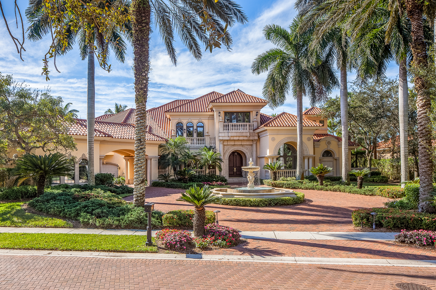 Casa para uma família para Venda às PELICAN MARSH - ESTATES AT BAY COLONY GOLF CLUB 1286 Waggle Way Naples, Florida, 34108 Estados Unidos