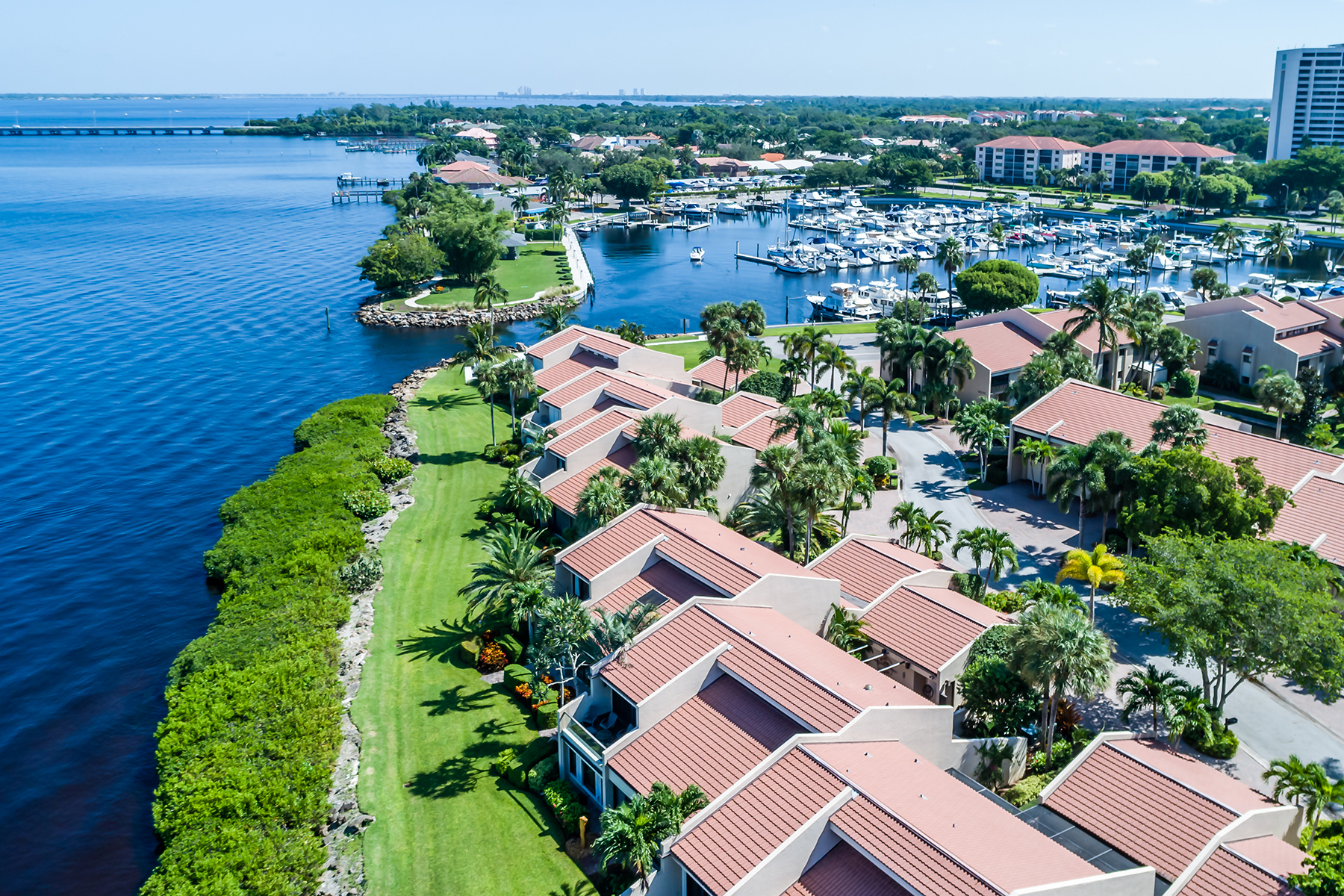 Additional photo for property listing at THE LANDINGS - HARBORTOWN 5014  Harbortown Ln,  Fort Myers, Florida 33919 United States