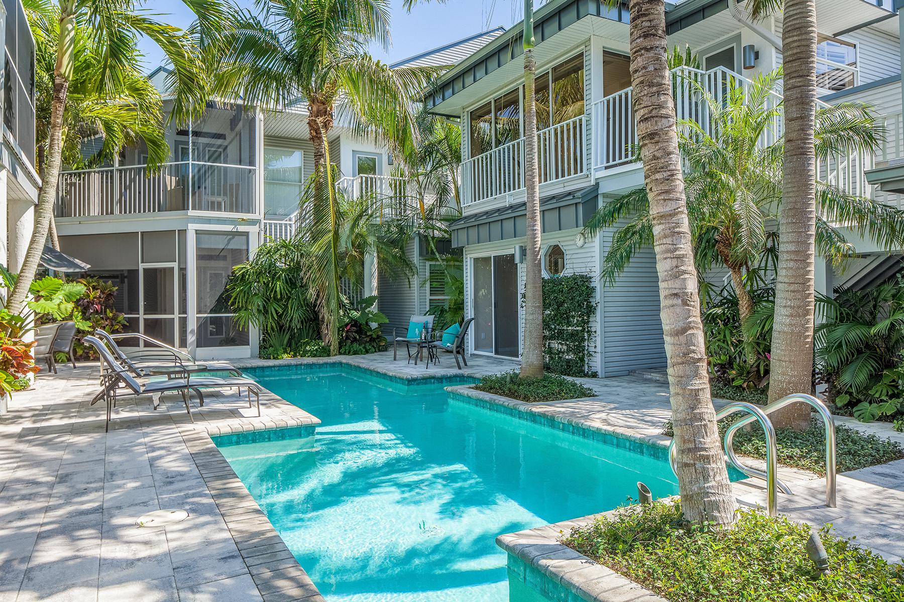 Condomínio para Venda às OLDE NAPLES - STONE'S THROW 353 2nd St S 2-353, Old Naples, Naples, Florida, 34102 Estados Unidos