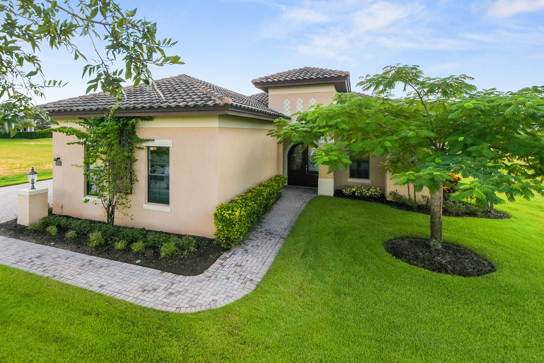 Maison unifamiliale pour l Vente à KISSIMMEE-ORLANDO 1007 Coyote Creek Way, Reunion, Florida, 34747 États-Unis