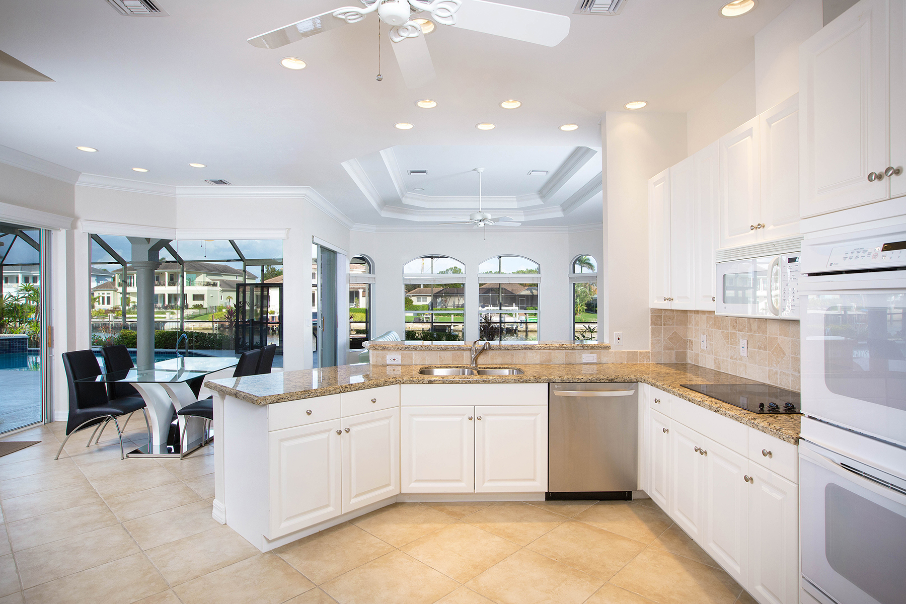 Additional photo for property listing at PARK SHORE  NAPLES 243  Mermaids Bight,  Naples, Florida 34103 United States