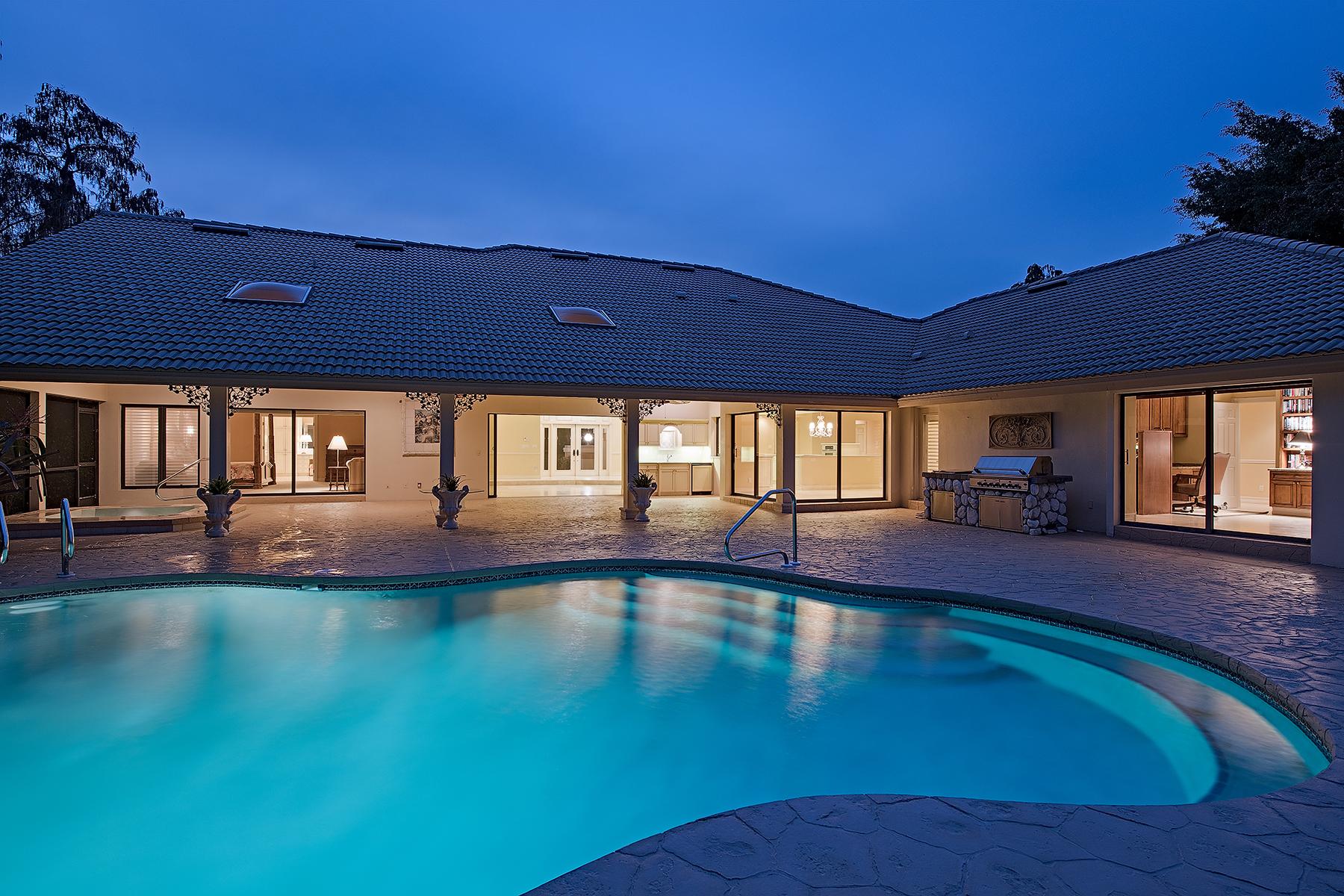 Casa para uma família para Venda às QUAIL CREEK 12802 Pond Apple Dr W Quail Creek, Naples, Florida, 34119 Estados Unidos
