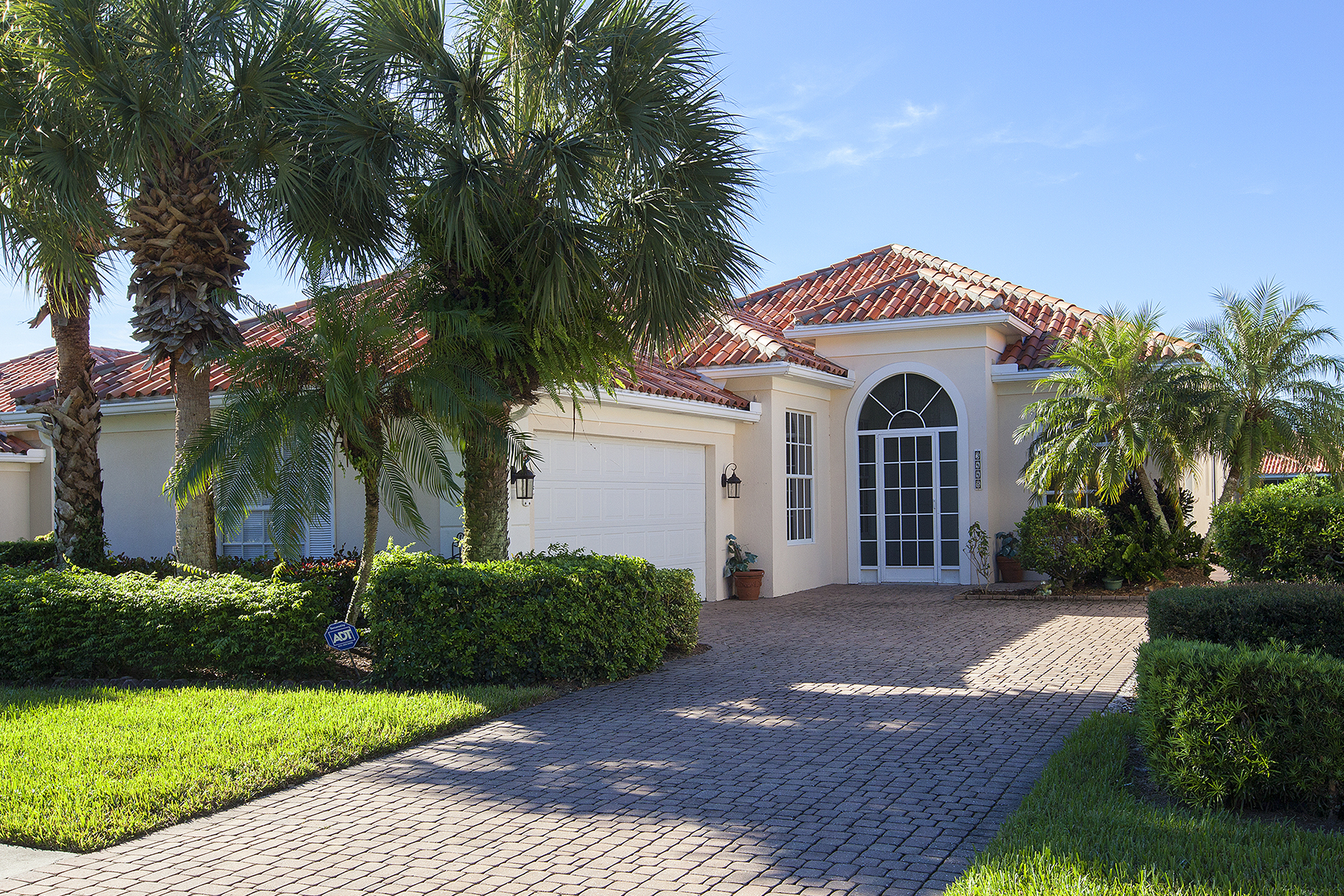단독 가정 주택 용 매매 에 VILLAGE WALK - VILLAGE WALK 3448 Donoso Ct Naples, 플로리다, 34109 미국