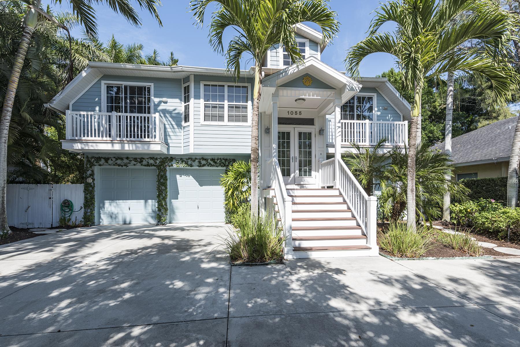 Maison unifamiliale pour l Vente à NAPLES TERRACE 1055 Diana Ave Naples, Florida, 34103 États-Unis