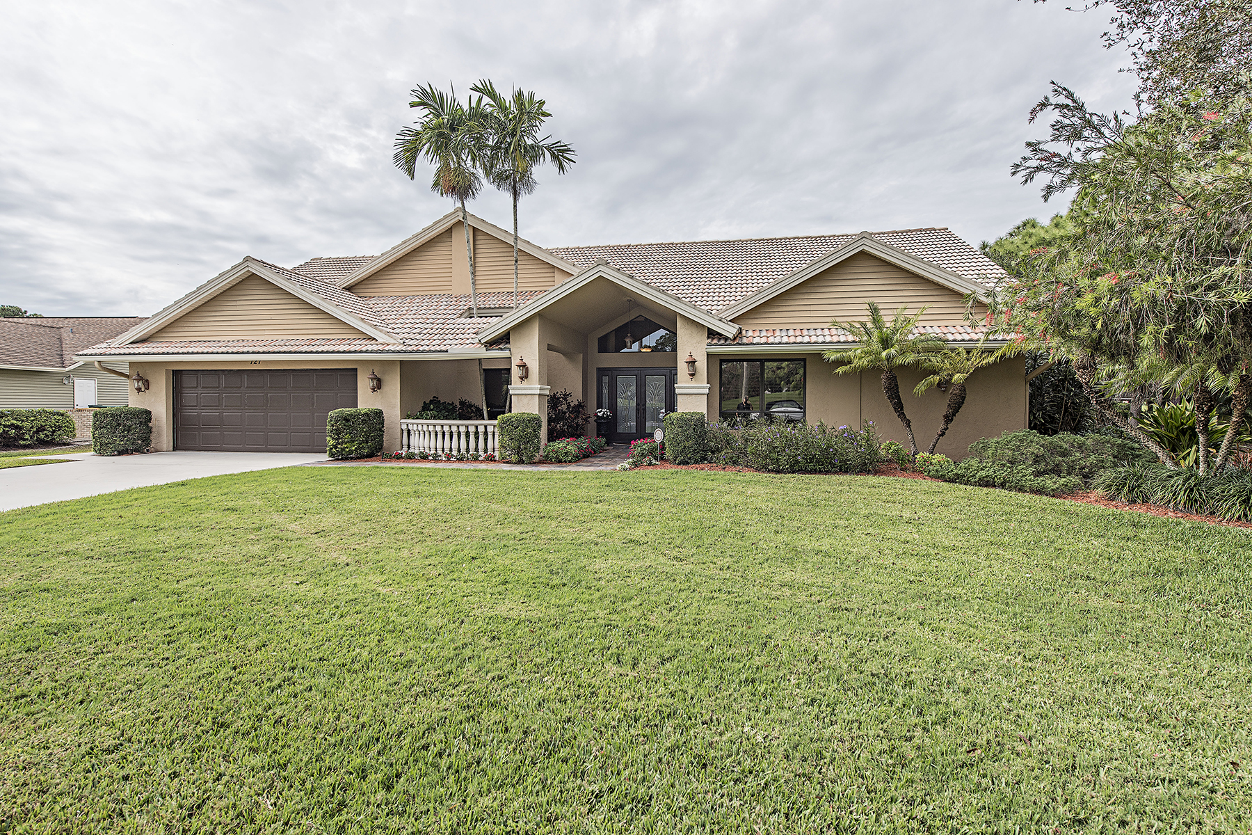 Single Family Home for Sale at LELY COUNTRY CLUB - TANGLEWOOD 127 Muirfield Cir Naples, Florida, 34113 United States