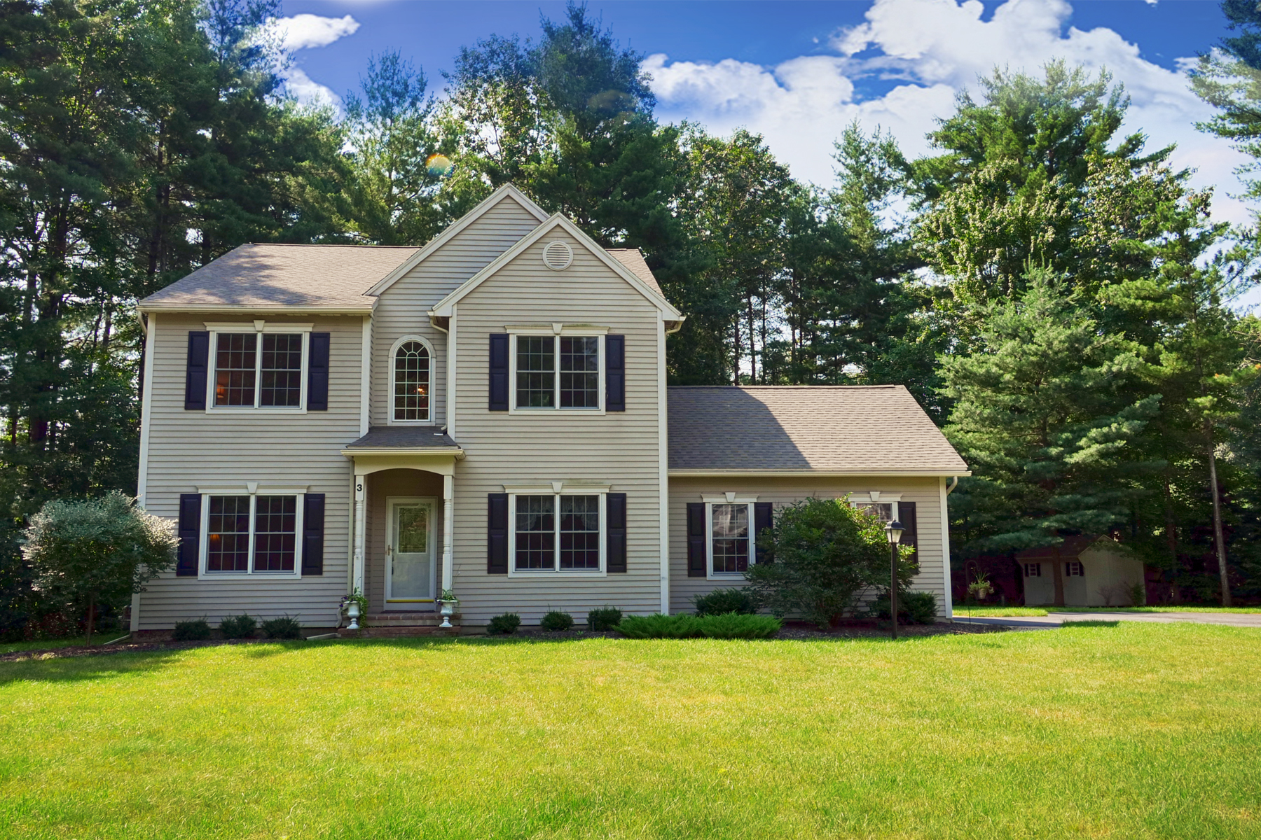Casa Unifamiliar por un Venta en Bedford Close Colonial 3 Mccrea Rd Queensbury, Nueva York 12804 Estados Unidos