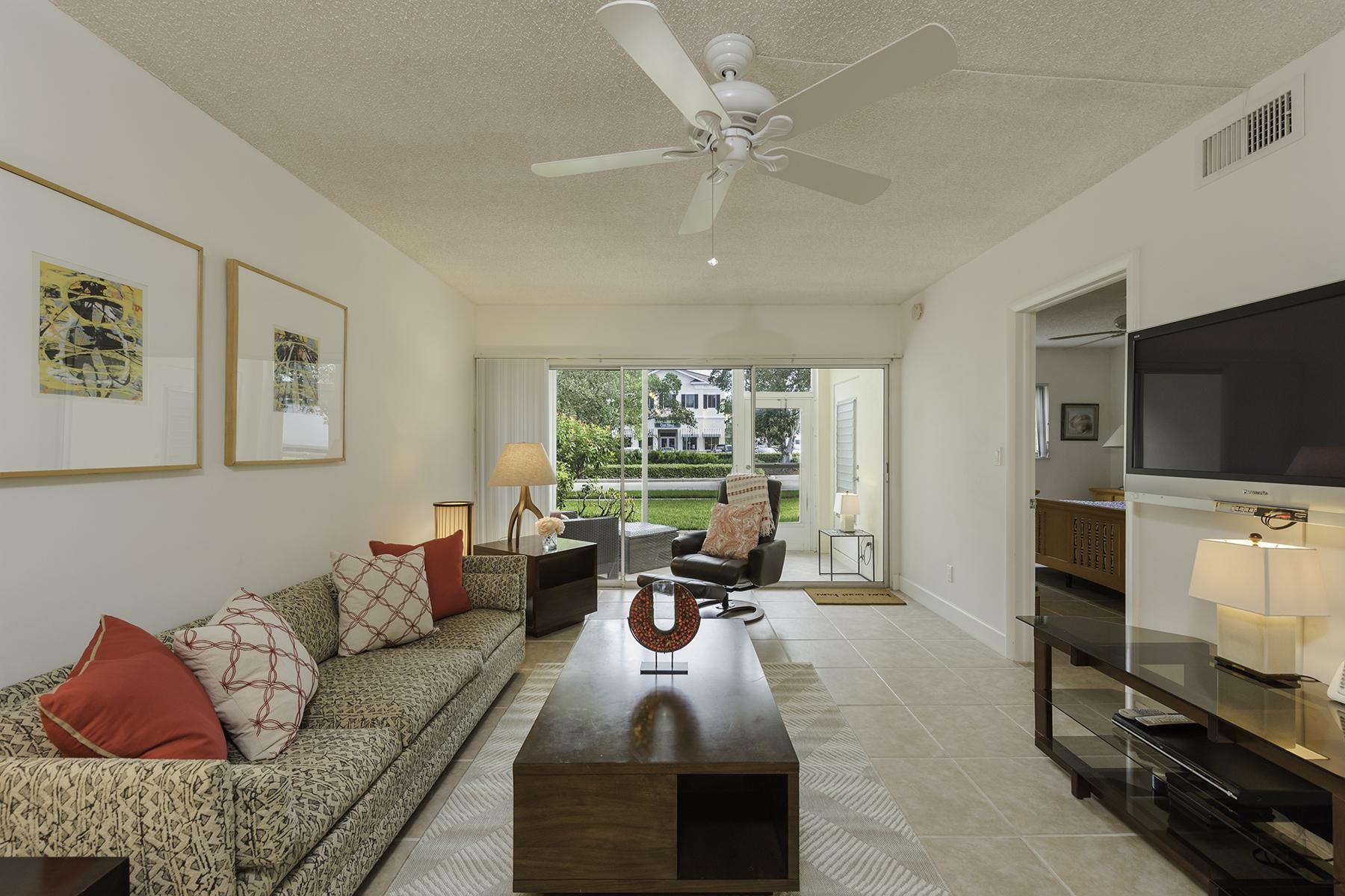 Condominio per Vendita alle ore Calusa Club 238 Banyan Blvd 238 Coquina Sands, Naples, Florida, 34102 Stati Uniti