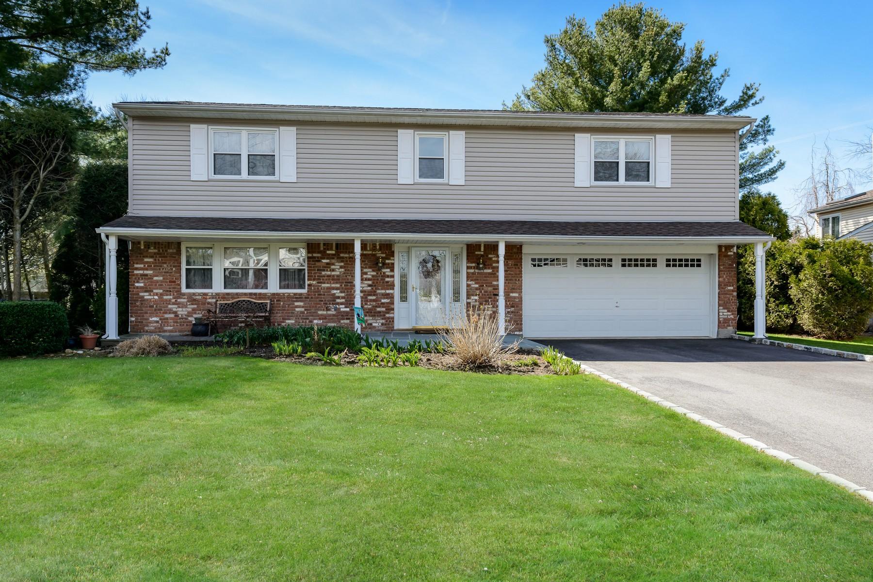 Частный односемейный дом для того Продажа на 5 Wagamon Dr , Woodbury, NY 11797 Woodbury, Нью-Йорк, 11797 Соединенные Штаты