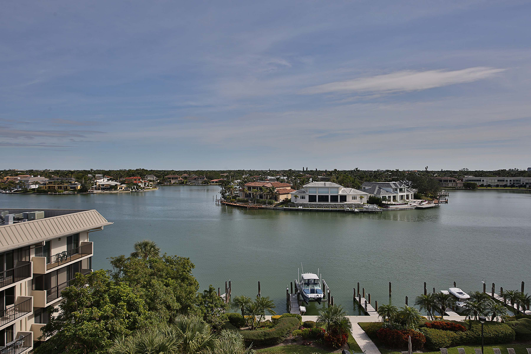 Additional photo for property listing at MOORINGS - LUCERNE 3100  Gulf Shore Blvd  N 501 Naples, Florida 34103 United States