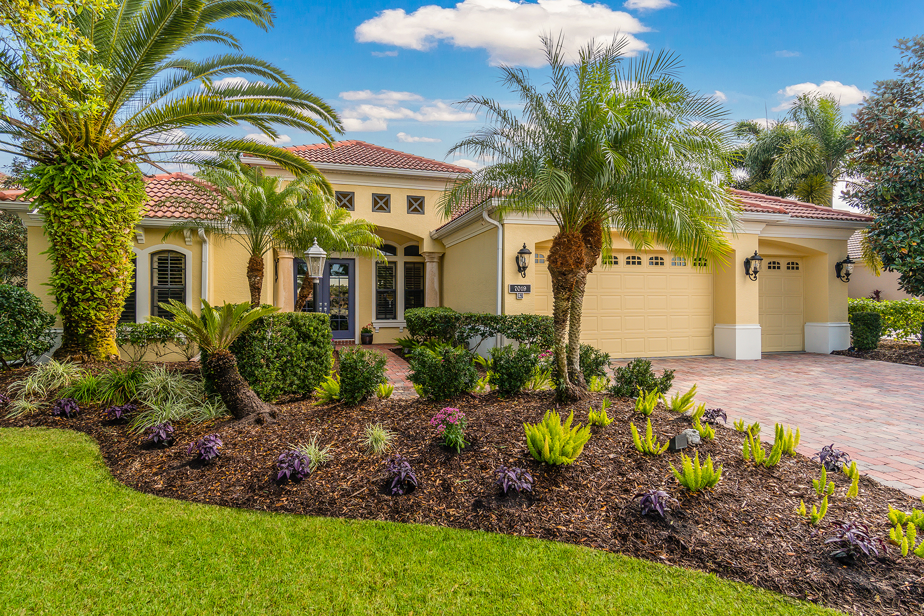 Casa Unifamiliar por un Venta en LAKEWOOD COUNTRY CLUB VILLAGE 7019 Brier Creek Ct Lakewood Ranch, Florida, 34202 Estados Unidos