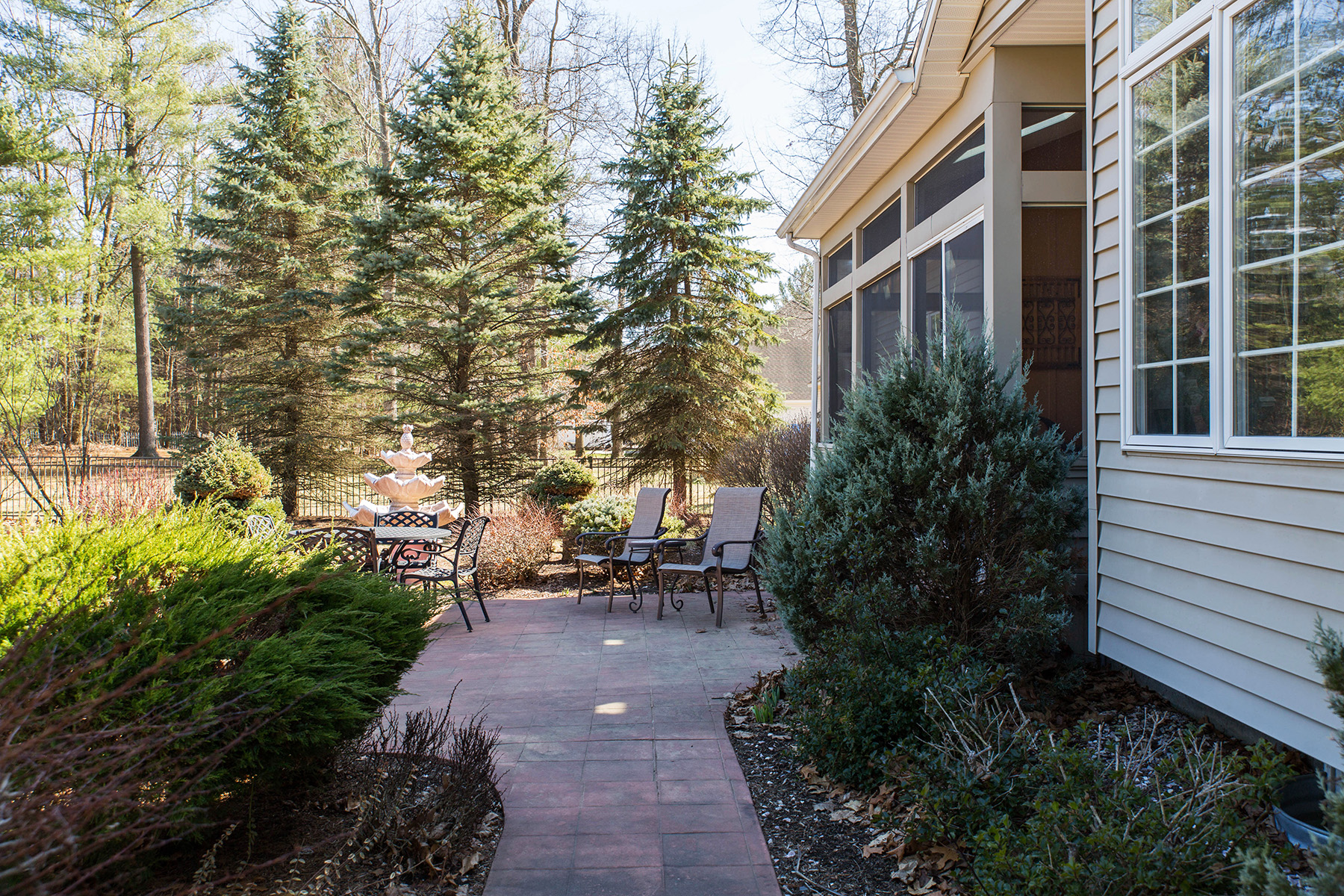 Additional photo for property listing at Custom Ranch in Clifton Park 16  Siena Dr Clifton Park, New York 12065 United States