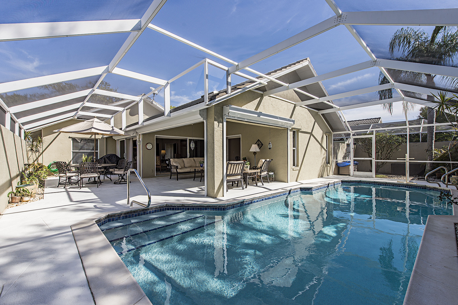Частный односемейный дом для того Продажа на LONGSHORE LAKE - QUAIL WALK 11031 Longshore Way W Naples, Флорида, 34119 Соединенные Штаты