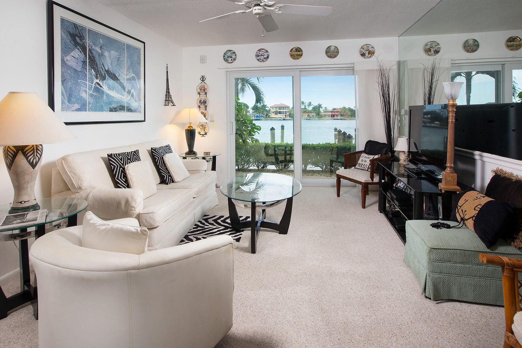 Condominio por un Venta en MARCO ISLAND 1202 Edington Pl B101 Marco Island, Florida, 34145 Estados Unidos