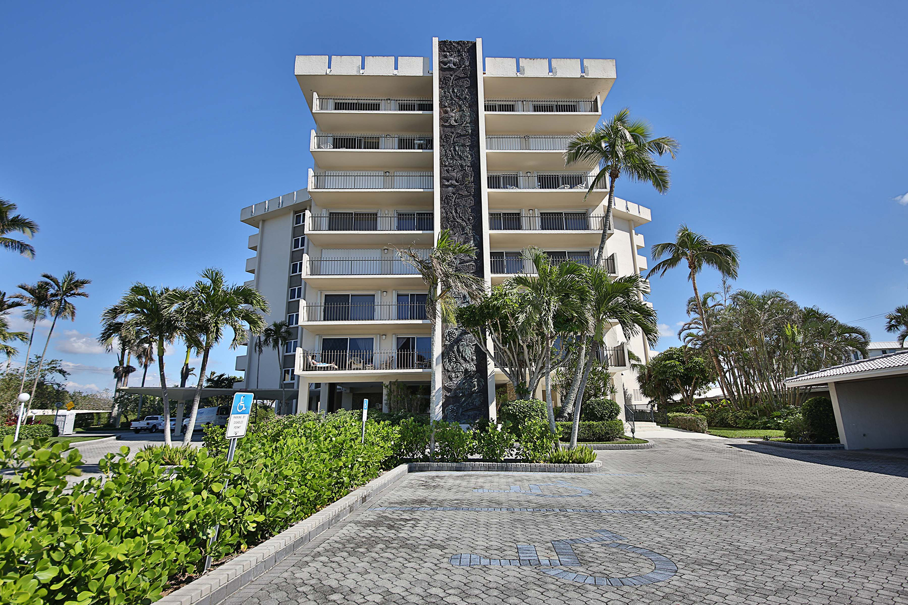 شقة بعمارة للـ Rent في MOORINGS - KINGS PORT 2150 Gulf Shore Blvd N PS, Naples, Florida, 34102 United States