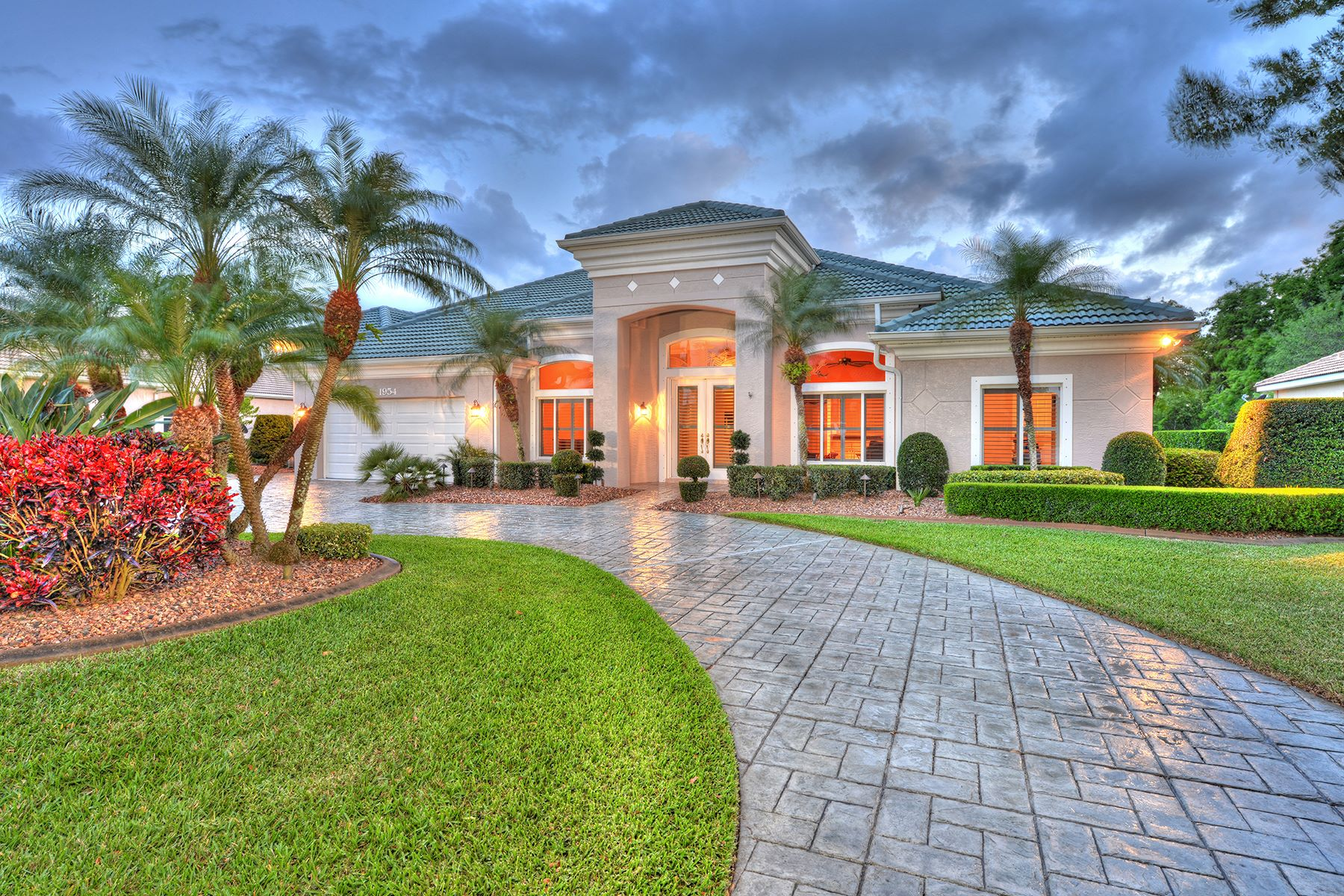 Nhà ở một gia đình vì Bán tại SPRUCE CREEK AND THE BEACHES 1954 Southcreek Blvd Port Orange, Florida, 32128 Hoa Kỳ