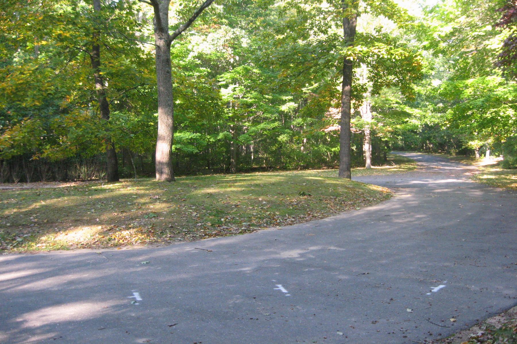 土地 为 销售 在 7 Dering Woods Rd 7 Dering Woods Rd, 谢尔顿岛, 纽约州, 11964 美国