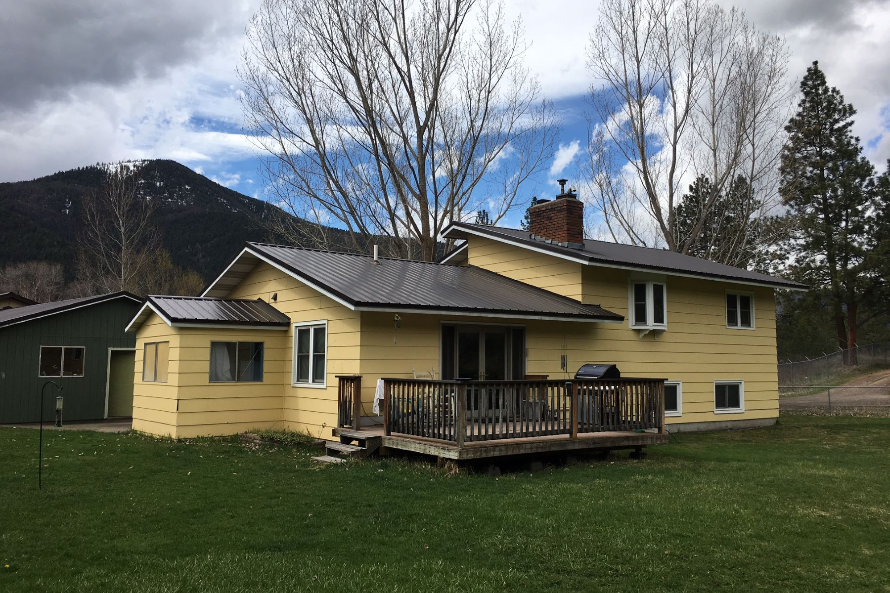 Single Family Home for Sale at 12440 Us Highway 10 E, Clinton, MT 59825 12440 Us Highway 10 E Clinton, Montana 59825 United States