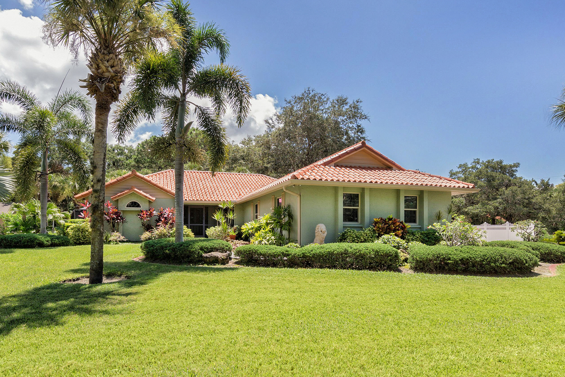 Casa Unifamiliar por un Venta en PINTO ESTATES - MISSION VALLEY 845 Pinto Cir, Nokomis, Florida, 34275 Estados Unidos