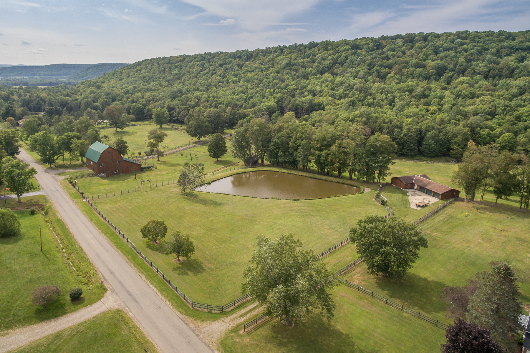 Ferme / Ranch / Plantation pour l Vente à Hemlock Brook Farm 458 Wolf Run Rd Portville, New York 14727 États-Unis