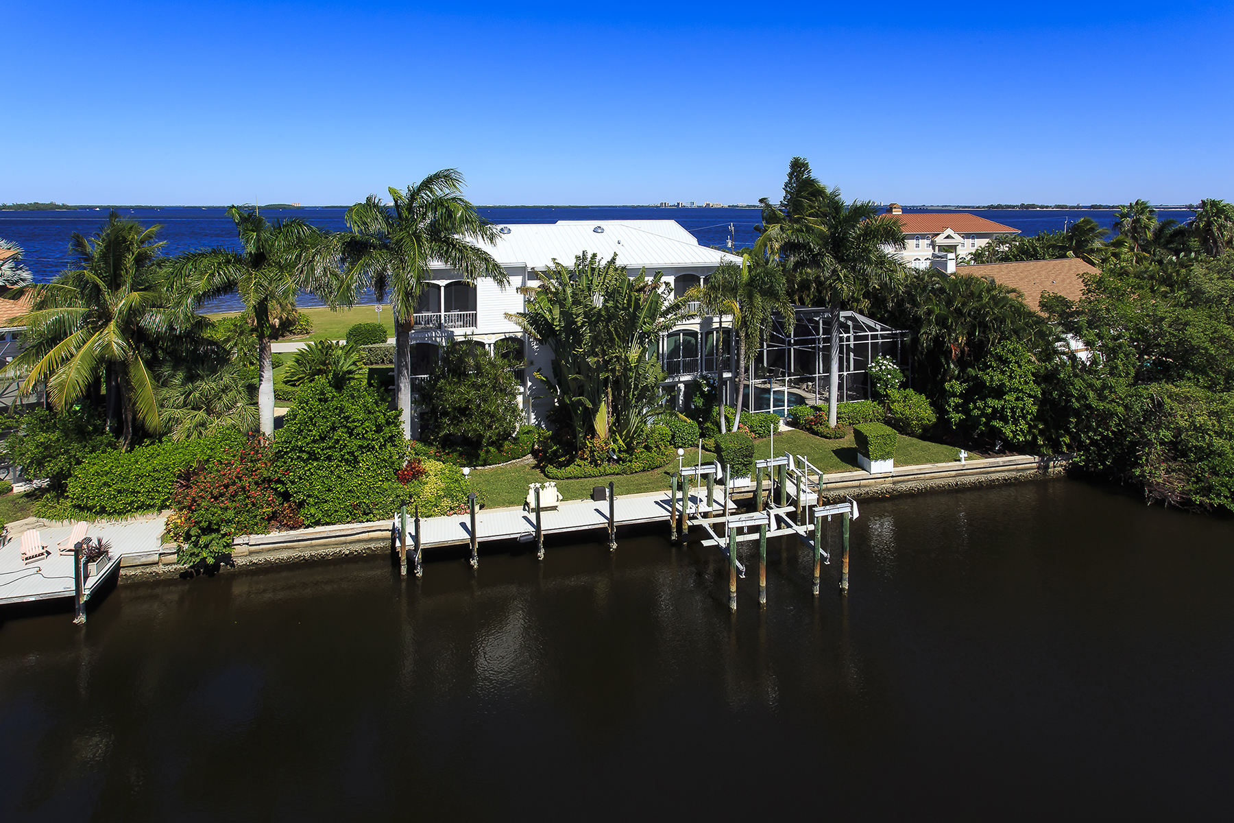 Additional photo for property listing at 1561 San Carlos Bay Dr , Sanibel, FL 33957 1561  San Carlos Bay Dr,  Sanibel, Florida 33957 United States