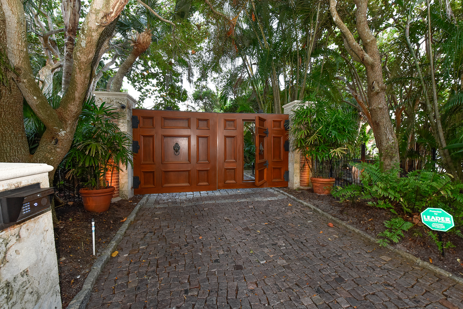 Additional photo for property listing at SIESTA KEY 1300  Hidden Harbor Way,  Sarasota, Florida 34242 United States