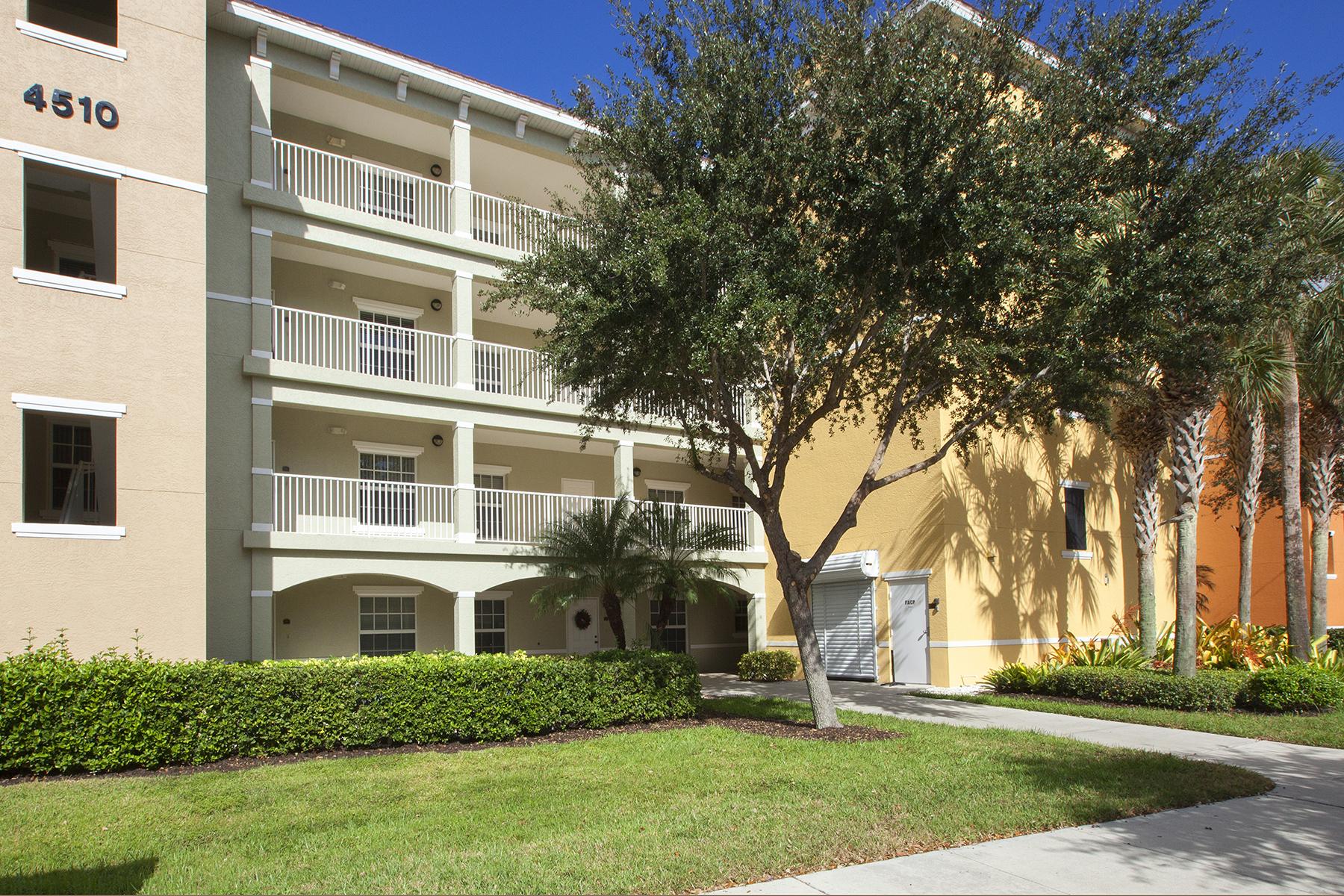 Appartement en copropriété pour l Vente à Naples 4510 Botanical Place Cir 302 Naples, Florida, 34112 États-Unis