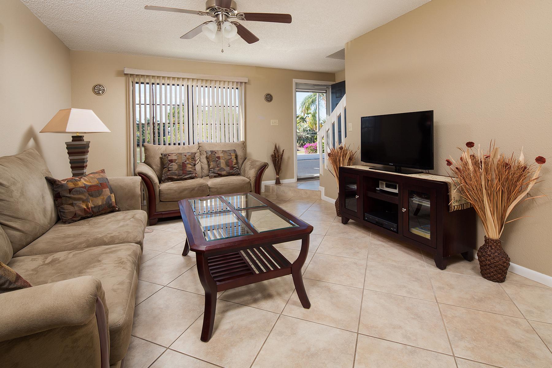 Kat Mülkiyeti için Satış at MARCO ISLAND 147 Clyburn Way E E-7 Marco Island, Florida, 34145 Amerika Birleşik Devletleri