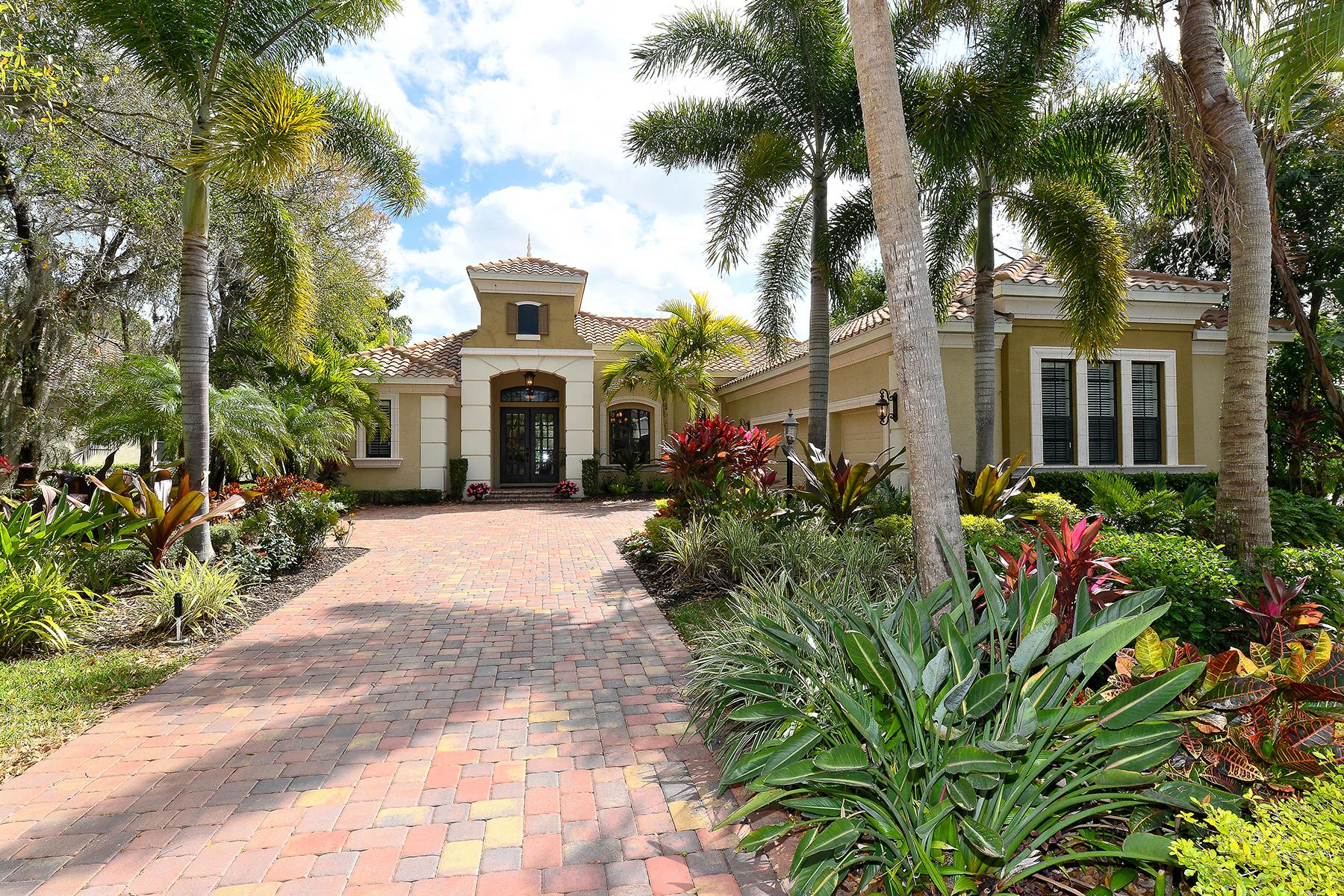 Casa para uma família para Venda às LAKEWOOD RANCH COUNTRY CLUB 7527 Greystone St Lakewood Ranch, Florida, 34202 Estados Unidos