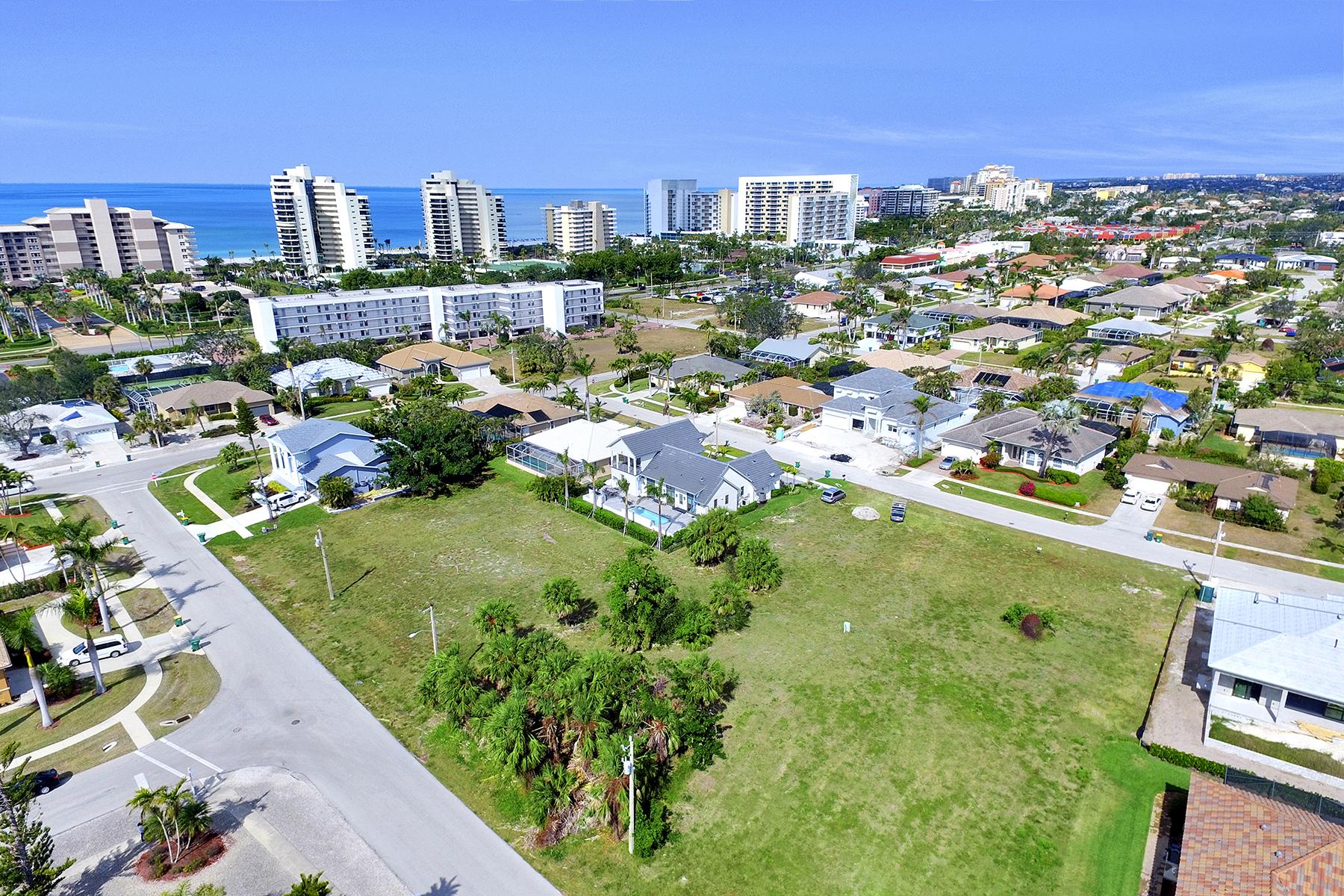 토지 용 매매 에 MARCO ISLAND 828 Amber Dr, Marco Island, 플로리다, 34145 미국