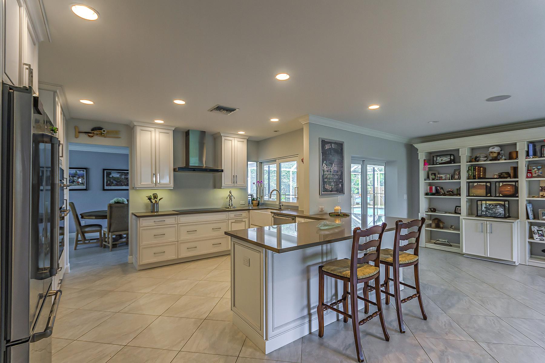 独户住宅 为 销售 在 NAPLES TERRACE - THURNER 2742 14th St N 那不勒斯, 佛罗里达州, 34103 美国
