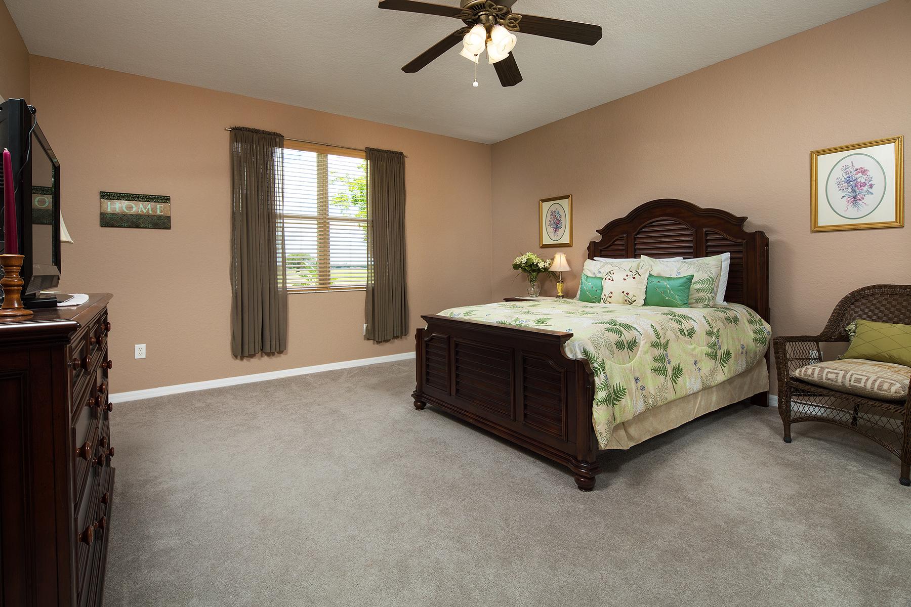 独户住宅 为 销售 在 VALENCIA 1902 Par Dr 那不勒斯, 佛罗里达州, 34120 美国