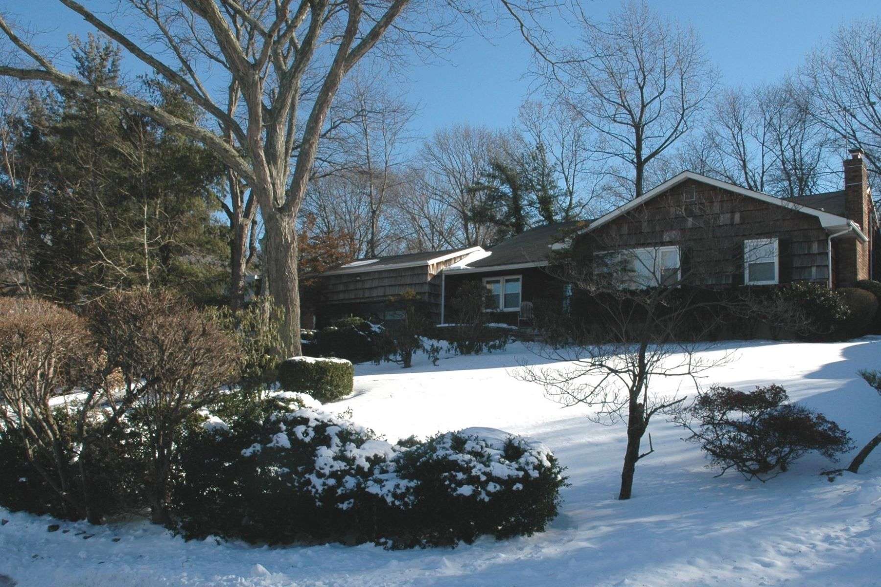 Single Family Home for Sale at 37 Woodland Rd , Roslyn, NY 11576 37 Woodland Rd, Roslyn, New York, 11576 United States