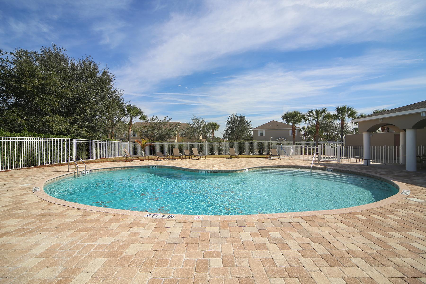 联栋屋 为 销售 在 EDGEWATER VILLAGE 14967 Skip Jack Loop 104, 莱克伍德牧场, 佛罗里达州, 34202 美国