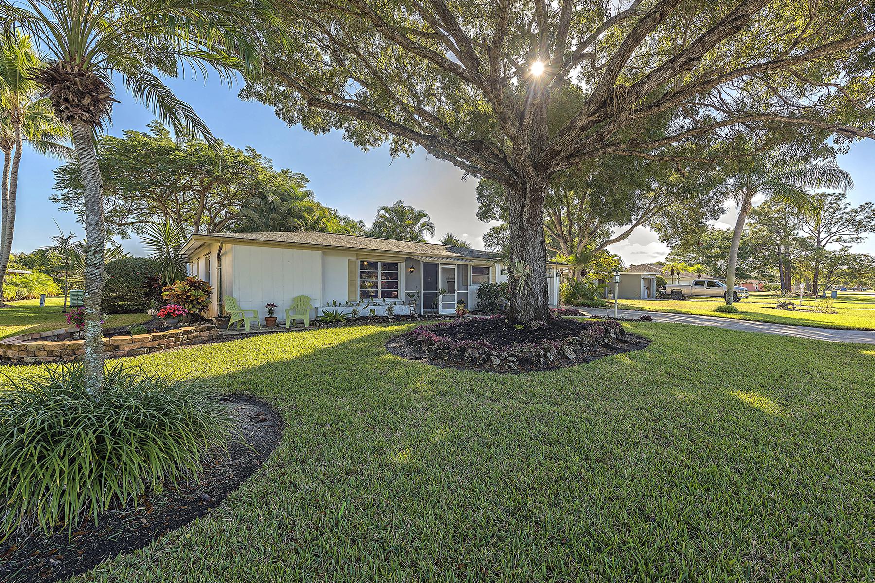 Частный односемейный дом для того Продажа на 4805 Hawaii Blvd , Naples, FL 34112 4805 Hawaii Blvd Naples, Флорида, 34112 Соединенные Штаты
