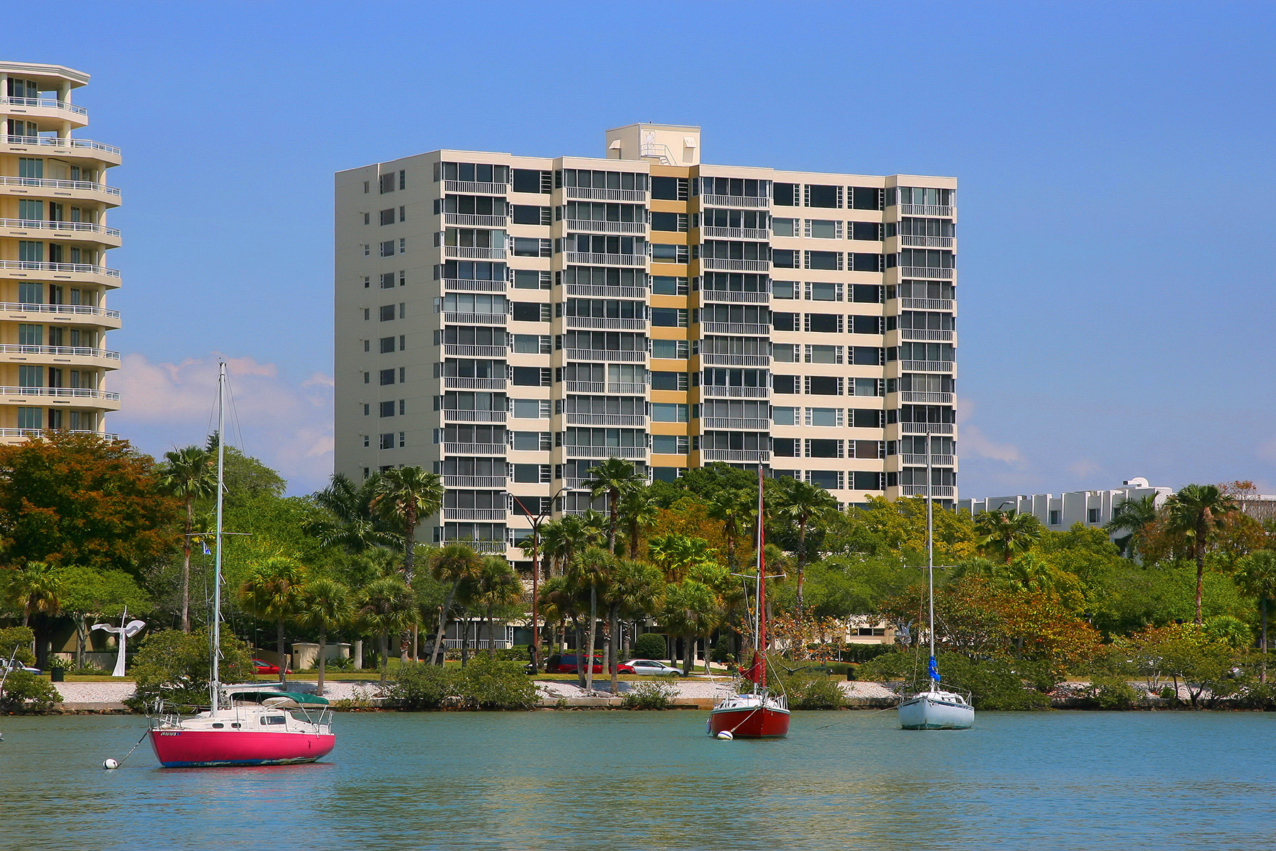 共管式独立产权公寓 为 销售 在 ROYAL ST. ANDREW 555 S Gulfstream Ave 203, 萨拉索塔, 佛罗里达州, 34236 美国