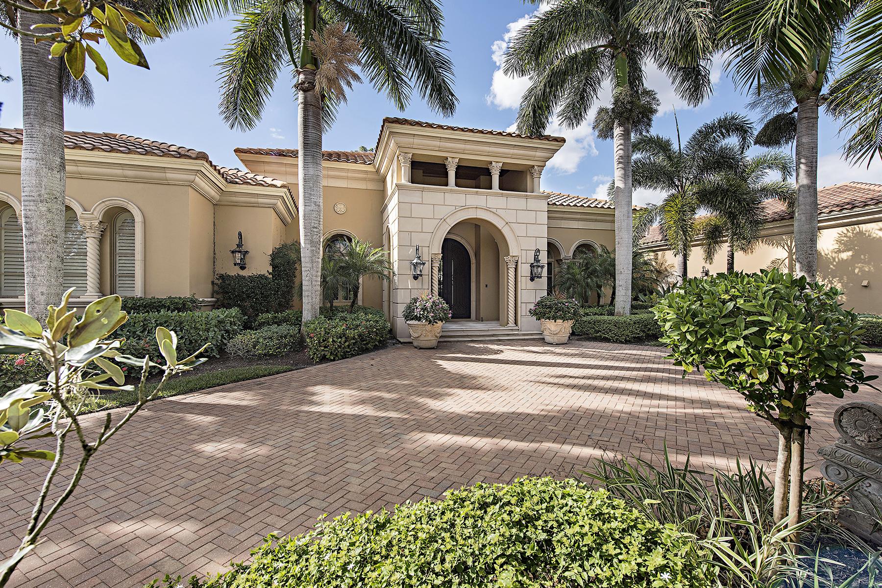 Single Family Home for Sale at Naples 4437 Wayside Dr Naples, Florida, 34119 United States