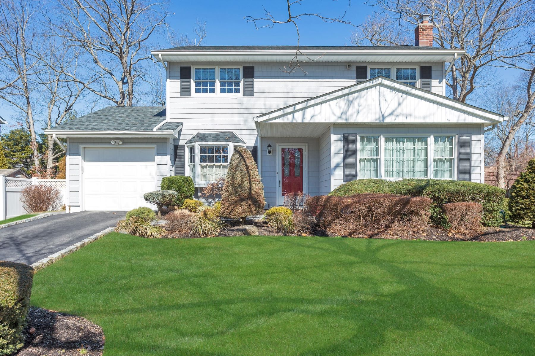 واحد منزل الأسرة للـ Sale في 17 Longworth Ave , Dix Hills, NY 11746 17 Longworth Ave, Dix Hills, New York, 11746 United States