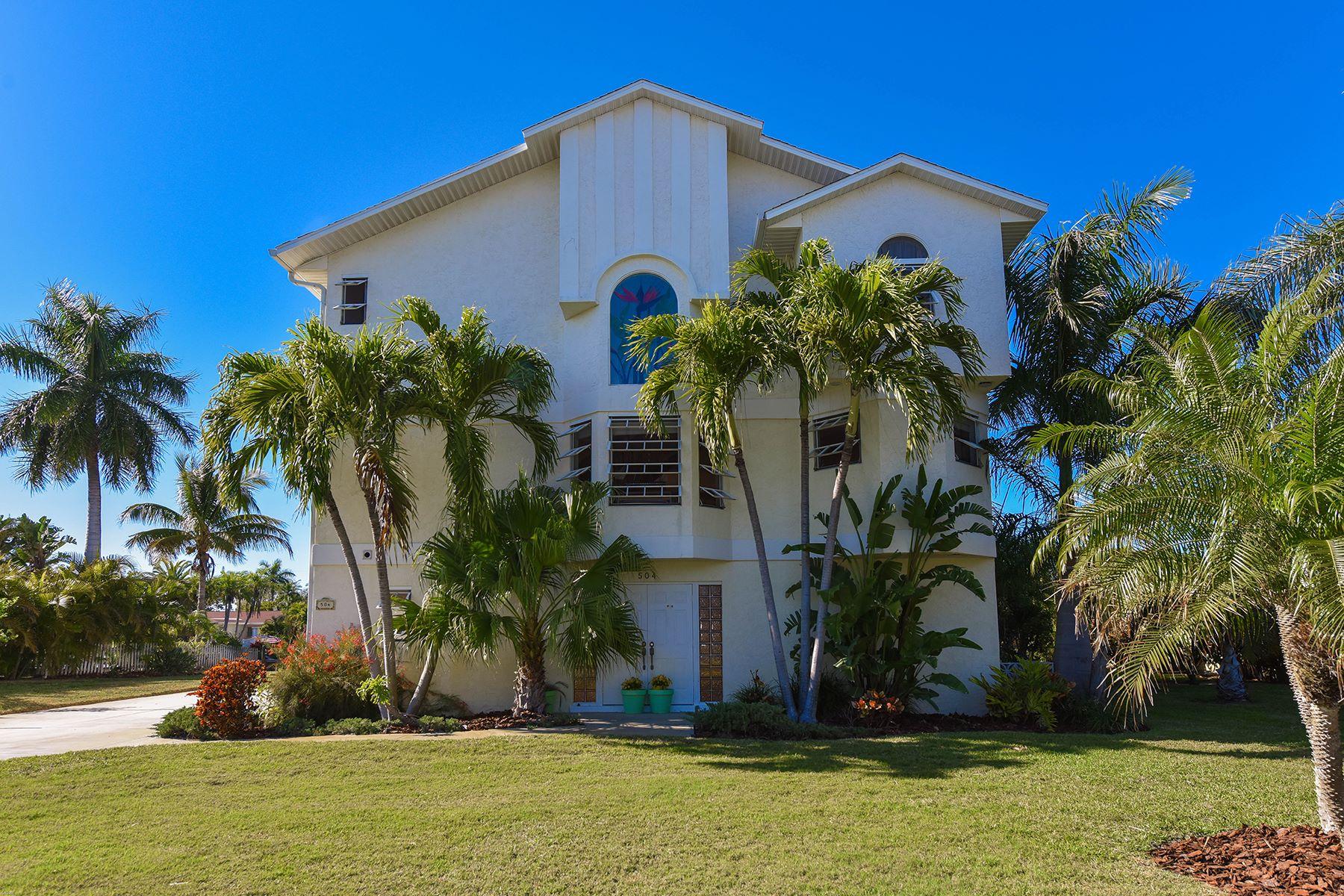Casa para uma família para Venda às HOLMES BEACH 504 74th St Holmes Beach, Florida, 34217 Estados Unidos