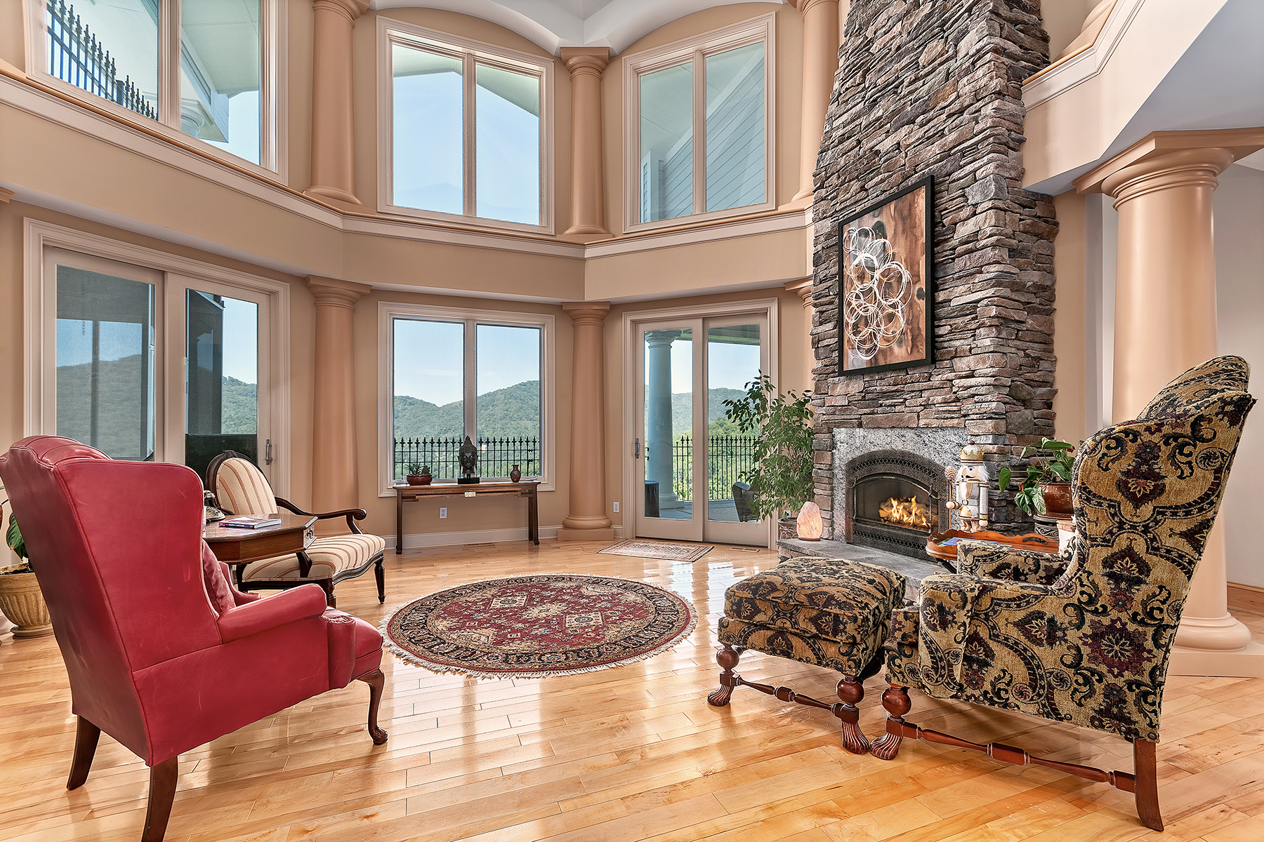 Single Family Home for Sale at YEAR ROUND MOUNTAIN VIEWS 316 Mountain Laurel, Asheville, North Carolina 28805 United States