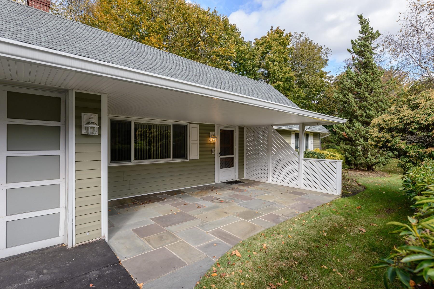 Частный односемейный дом для того Продажа на 37 Whitson Rd , Huntington Sta, NY 11746 37 Whitson Rd, Huntington Station, Нью-Йорк, 11746 Соединенные Штаты