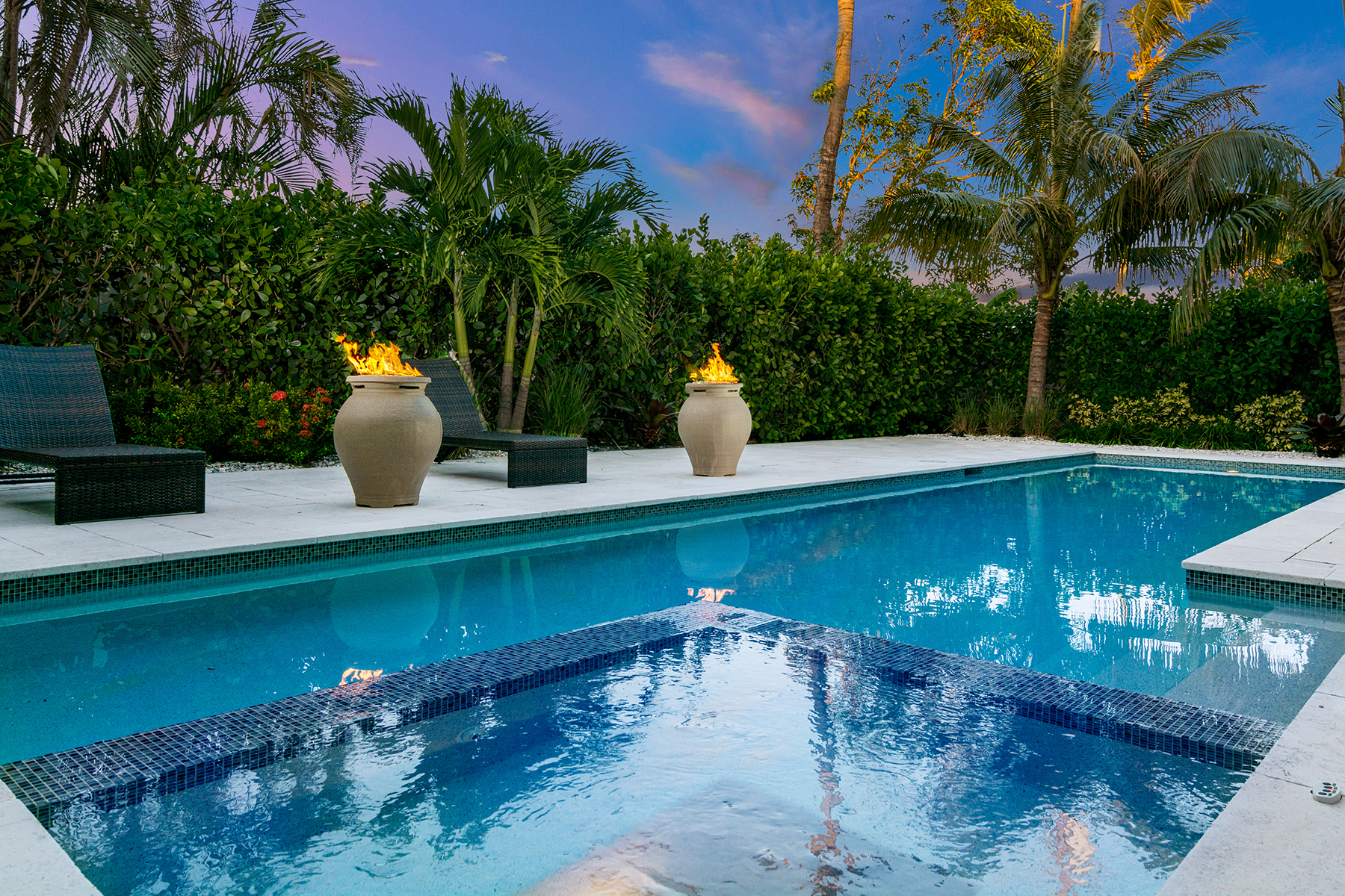 Single Family Home for Sale at MOORINGS 565 Fairway Terr, Naples, Florida 34103 United States