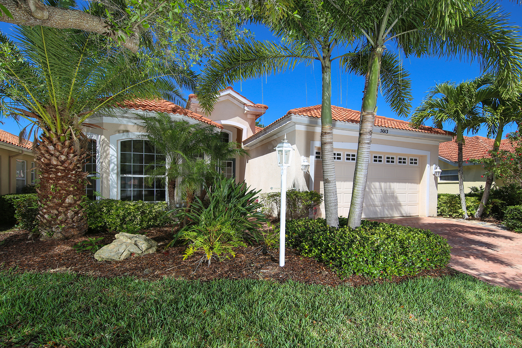 Single Family Home for Sale at TURTLE ROCK 5013 Hanging Moss Ln Sarasota, Florida, 34238 United States
