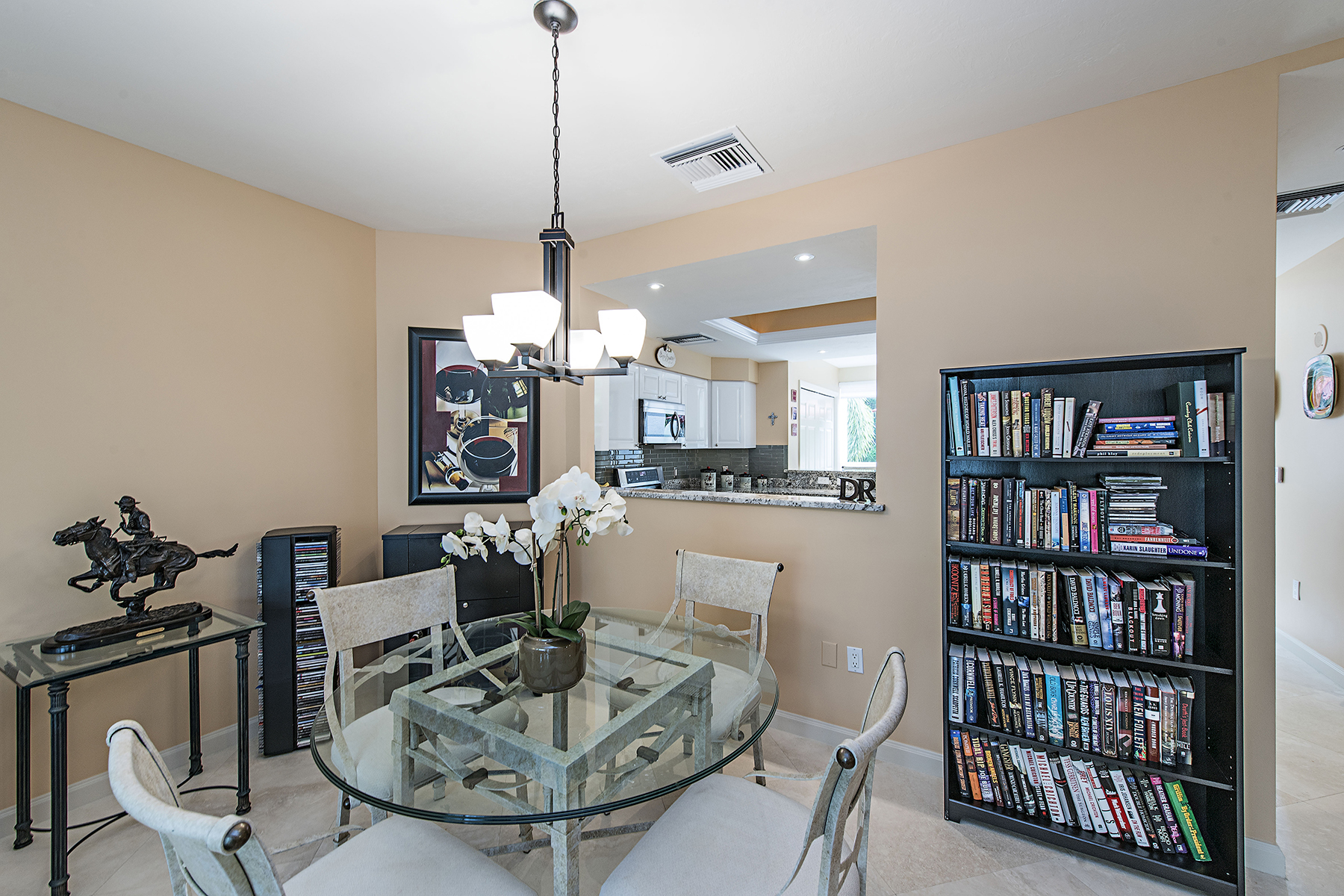 Additional photo for property listing at PELICAN BAY - ST RAPHAEL 7083  Pelican Bay Blvd V-11,  那不勒斯, 佛罗里达州 34108 美国
