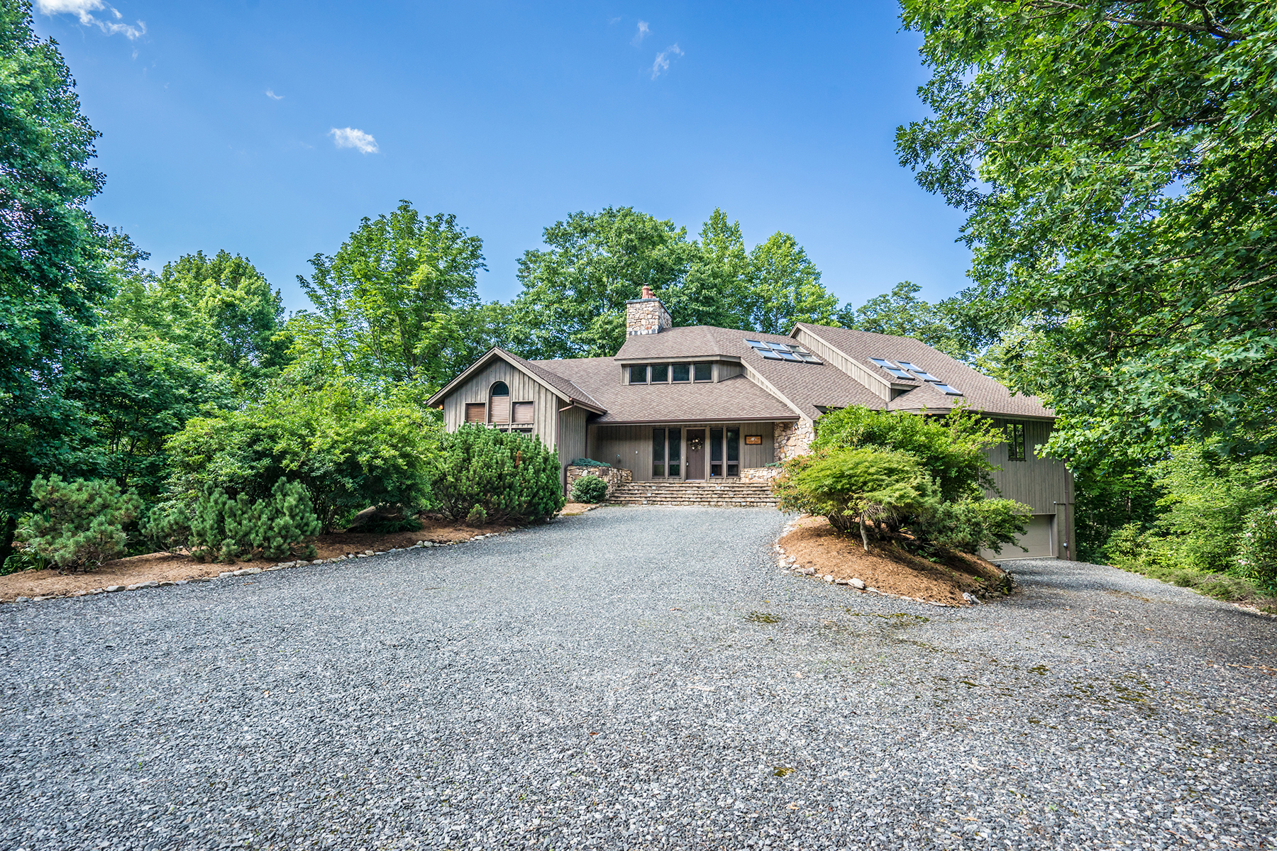 Single Family Home for Sale at VALLE CRUCIS 910 Dutch Creek Rd, Banner Elk, North Carolina, 28604 United States